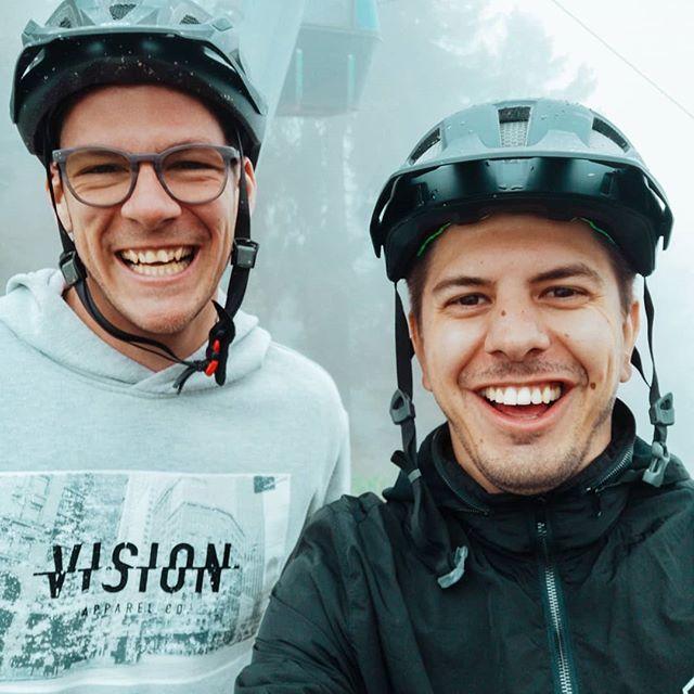 Vorher / Nachher in one of the best Bikeparks @alpenbikepark ________________________________________  #friends #mountainbike #bike #giant #endura #enduro #sport #reign #smile #dirty #fog #alpenbikepark #mountains #specialized #fun #funny #downhill #monday #rain #bestfriends #before #after #mtb #graubuenden #chur #switzerland #fox #fully @graubuendenbike