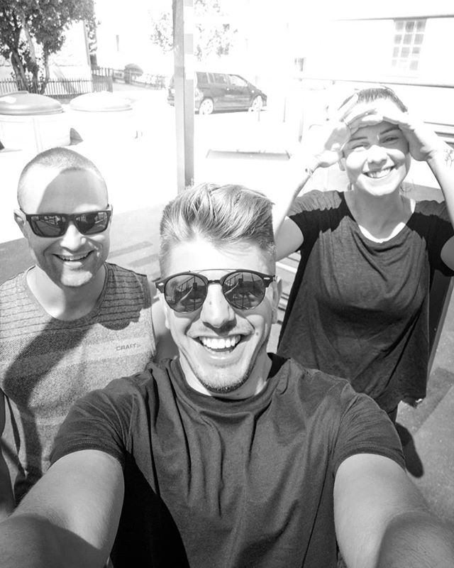 When the crew gets together 💪🏼🙌🏼 next time with our complete squad @crizcal & @thissven & @jessica.corvi? 😏😬 ___________________________________________  #streetworkout #chur #crew #best #team #sport #friends #street #park #gym #never #give #up #graubuenden #together #funny #smile #sun #happy #nopainnogain #haha #brudiswürtarajetztsega