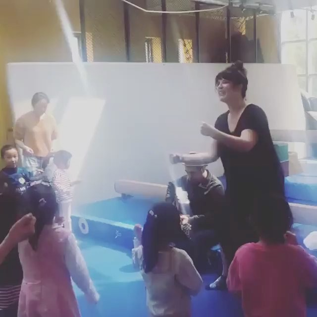 """""""I was a bit of a nervous wreck this morning - teaching mine and Jo's brainbaby to Chinese families for the first time . I wasn't sure it would translate. But it did! It really really did. And it was really special. Kids are kids are kids"""" @stompandshoutkids @slatercass 🤘 #shanghai #music #spreadthelove . . . .  #amazing #kids #global #buildit #imagination #proud #happy #letsgo"""