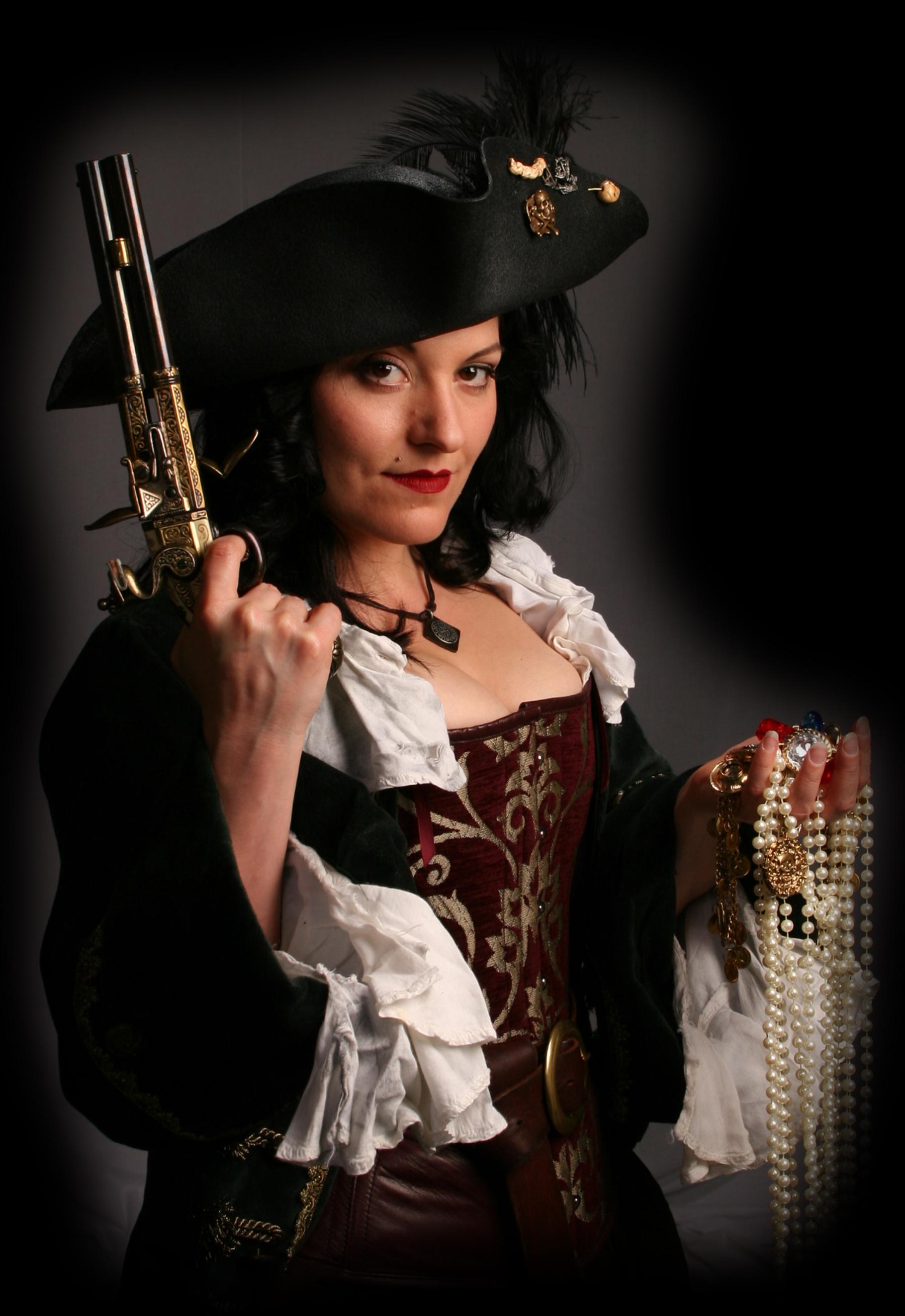 Female_Pirate Pirate Fest.jpg
