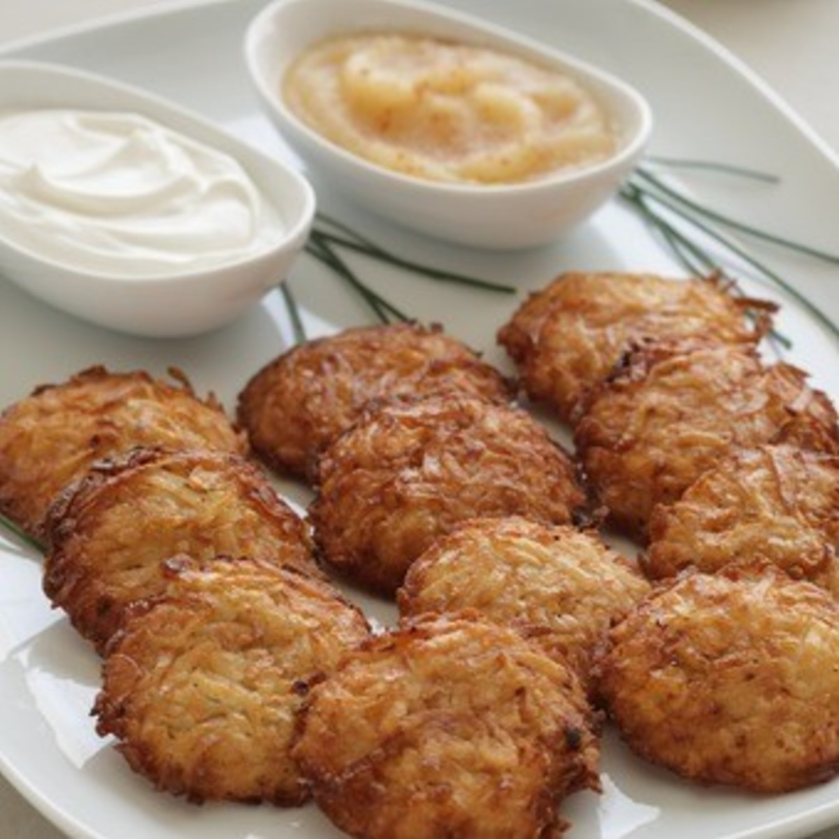 24-large-latkes-and-1-jar-of-lindas-gourmet-applesauce.4c6ff12ebd63d0665ec680ecca37cc12.jpg