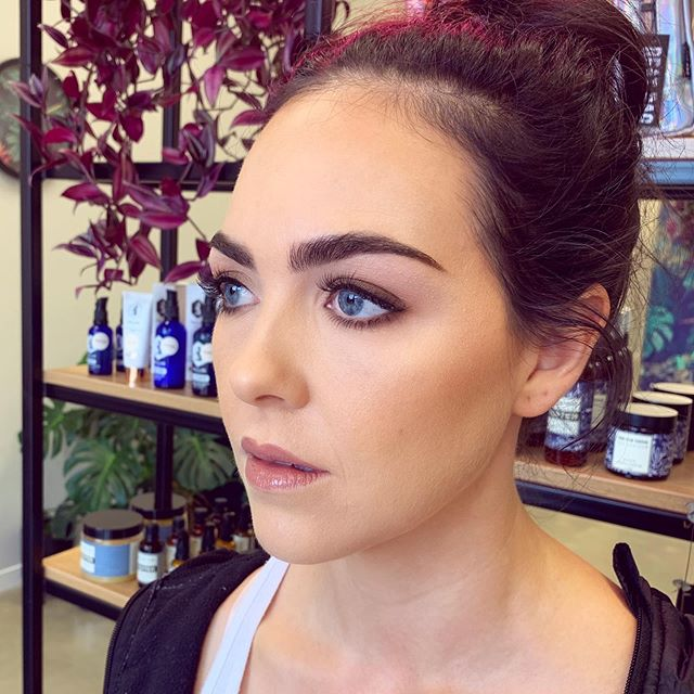 Absolutely beautiful makeup by Nicole 👌 keeping it simple always looks amazing 💗. Book in to get your makeup done for your next special occasion by getting in touch with us via the link in our bio😊 ❕ • • • • • #makeup #mua #makeupartist #makeupaddict #motd #makeupsocial #beauty #nzmakeupartist #queenstownmakeupartist #queenstownlive #love #beauty #instagood #myartistcommunity #wedding #bridalmakeup #weddingmakeup #maccosmetics #nzmakeup #nzbeauty #undiscovered_muas #falselashes #evemakeupartistry #macpro #myartistcommunitynz #instamakeup #bride #bblogger
