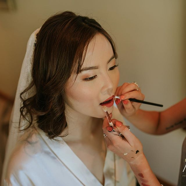 Beautiful bridal makeup done by Nicole 👰🏻. Have you booked in for your wedding makeup yet? Email us at hello@evebeauty.co.nz 📸: @alpineimageco ❕ • • • • • #makeup #mua #makeupartist #makeupaddict #motd #makeupsocial #beauty #nzmakeupartist #queenstownmakeupartist #queenstownlive #love #beauty #instagood #myartistcommunity #wedding #bridalmakeup #weddingmakeup #maccosmetics #nzmakeup #nzbeauty #undiscovered_muas #falselashes #evemakeupartistry #macpro #myartistcommunitynz #instamakeup #bride #bblogger