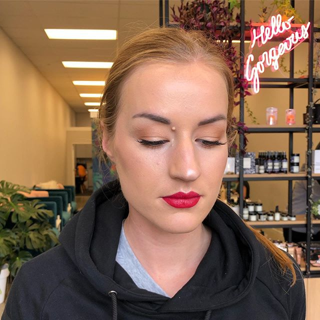 Those lips 💋 stunning makeup done by Shjatyla 👌 book in for your next special occasion by emailing us at hello@evebeauty.co.nz ❕ • • • • • #makeup #mua #makeupartist #makeupaddict #motd #makeupsocial #beauty #nzmakeupartist #queenstownmakeupartist #queenstownlive #love #beauty #instagood #myartistcommunity #wedding #bridalmakeup #weddingmakeup #maccosmetics #nzmakeup #nzbeauty #undiscovered_muas #falselashes #evemakeupartistry #macpro #myartistcommunitynz #instamakeup #bride #bblogger