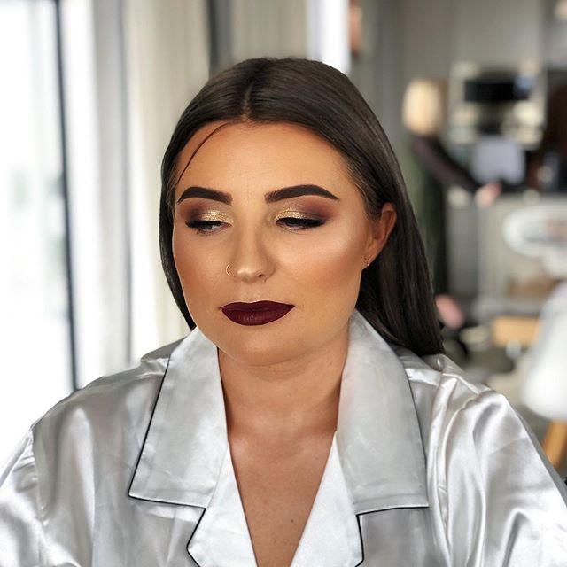 Makeup for the gorgeous Taylor 😍 for her wedding day. Makeup by Genevieve ❕ • • • • • #makeup #mua #makeupartist #makeupaddict #motd #makeupsocial #beauty #nzmakeupartist #queenstownmakeupartist #queenstownlive #love #beauty #instagood #myartistcommunity #wedding #bridalmakeup #weddingmakeup #maccosmetics #nzmakeup #nzbeauty #undiscovered_muas #falselashes #evemakeupartistry #macpro #myartistcommunitynz #instamakeup #bride #bblogger
