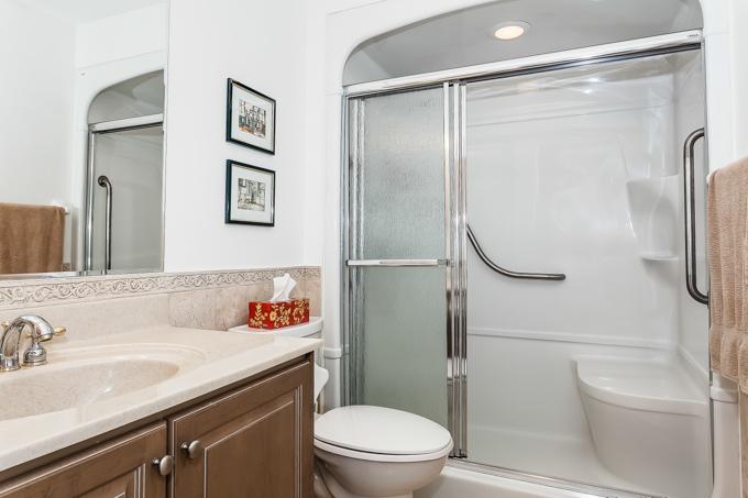 12 Rean bathroom 4piece.jpg