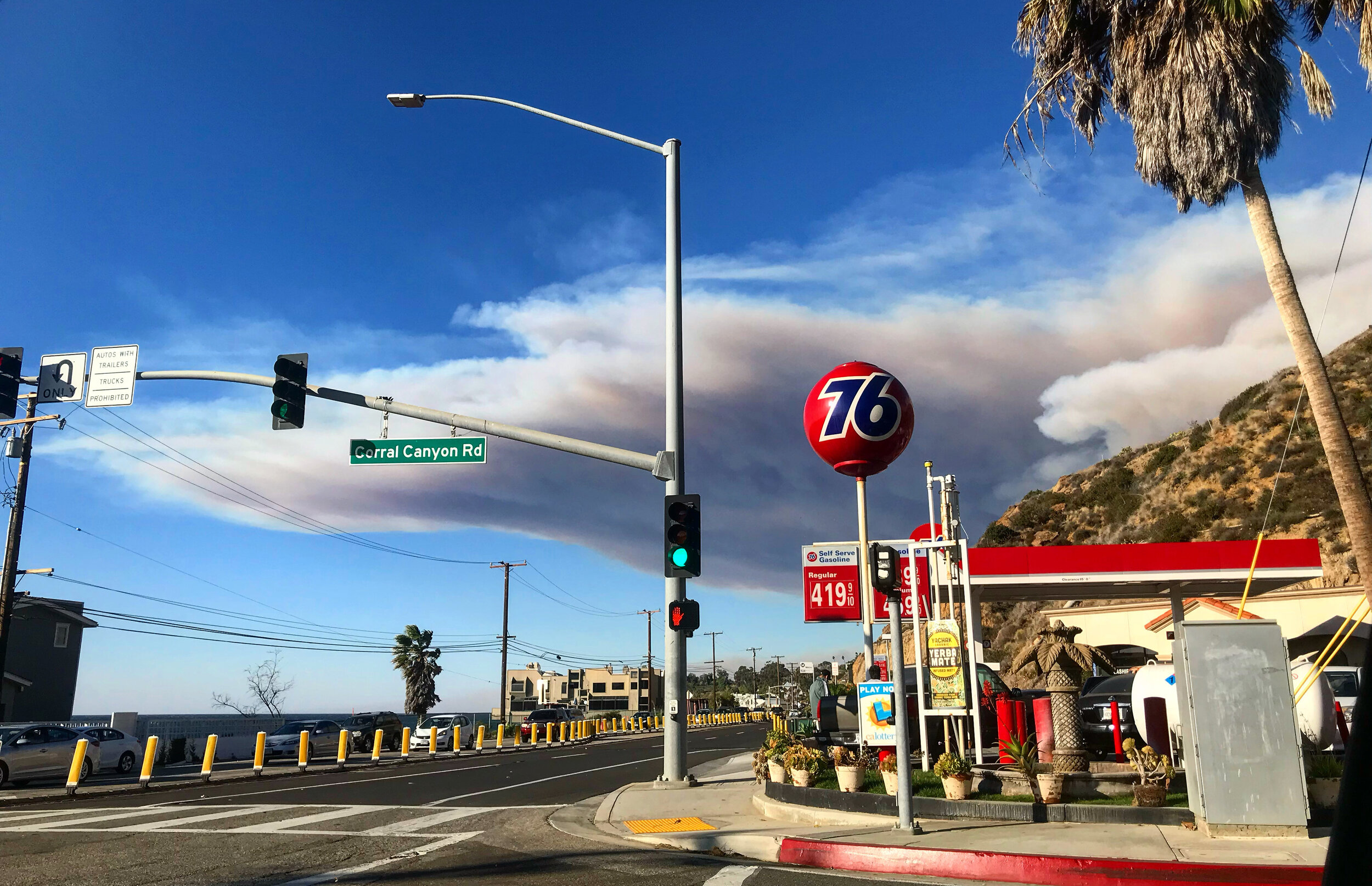 8:25am- November 9, 2018 - Intersection of PCH and Corral Canyon as we started our journey evacuating MALIBU (📷: Lisa Butala Zabaldo)