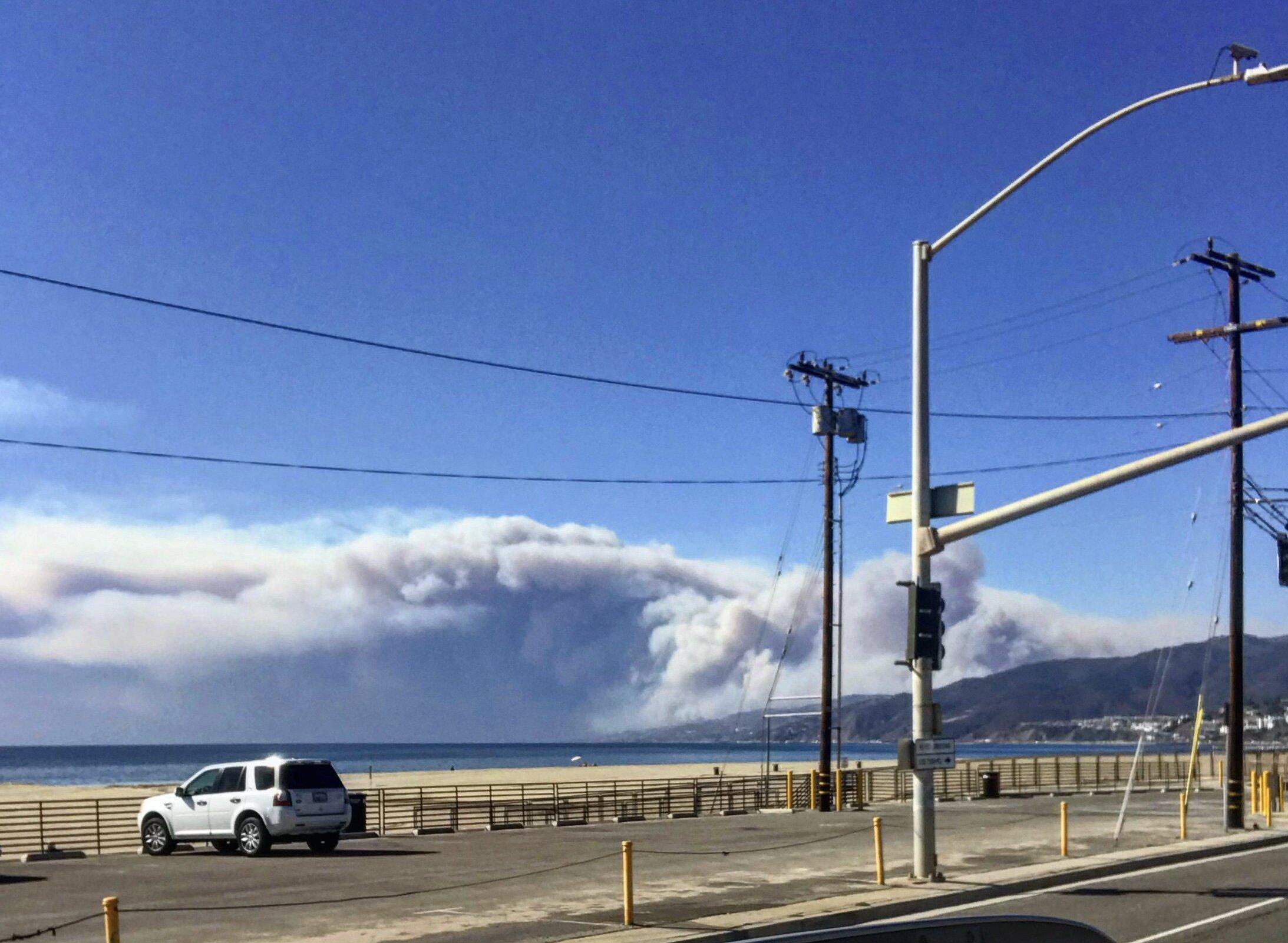 12:16pm - November 9, 2018 - The last photo I took of the smoke consuming Malibu from PCH in Santa Monica (📷: Lisa Butala Zabaldo)