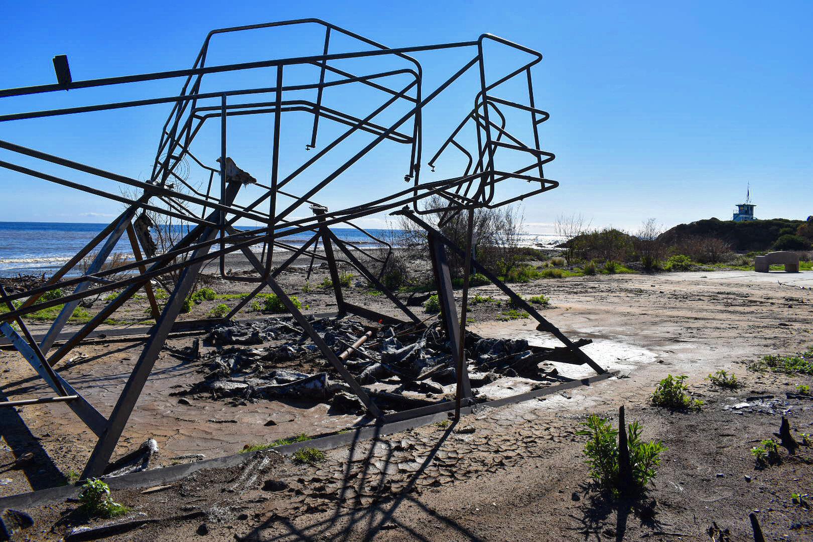 Feruary 2019 - Leo Carillo State Beach - skeleton of a burned lifeguard tower still sitting on the shore (📷: Lisa Butala Zabaldo)