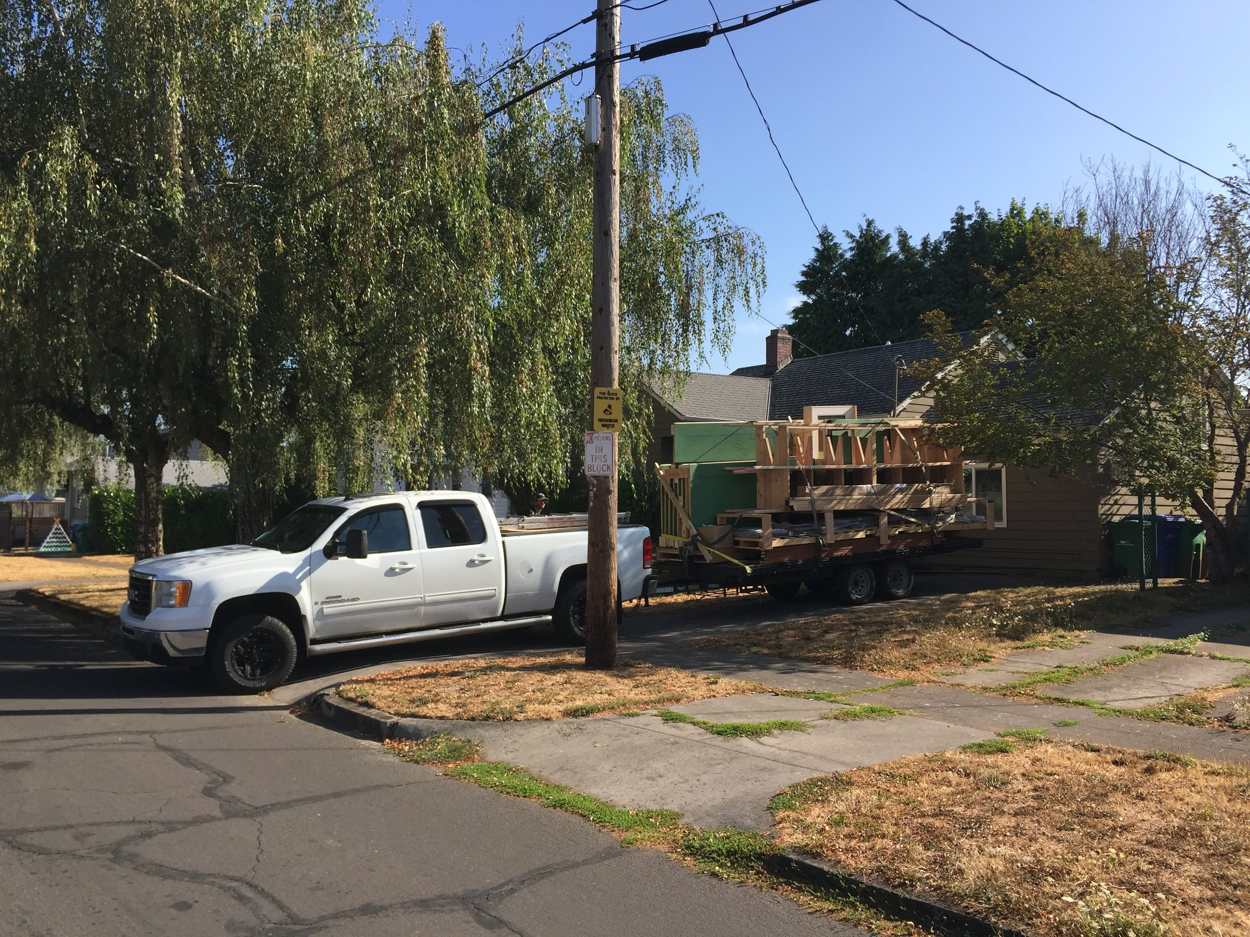 The entire 12x18 studio shed arrived on this trailer.