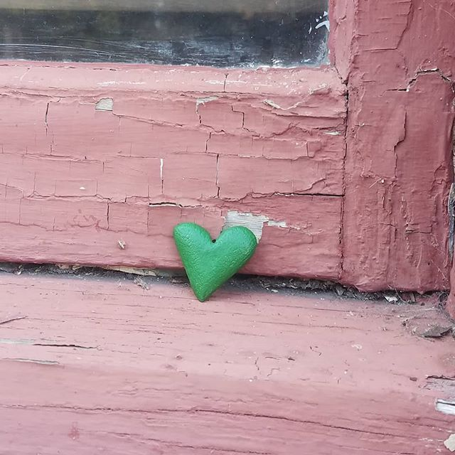 Left #ThisGreenHeart on Willow street in #sebastopol.  #healing #intention #art #light #trauma #gratitude #allheartsconnect