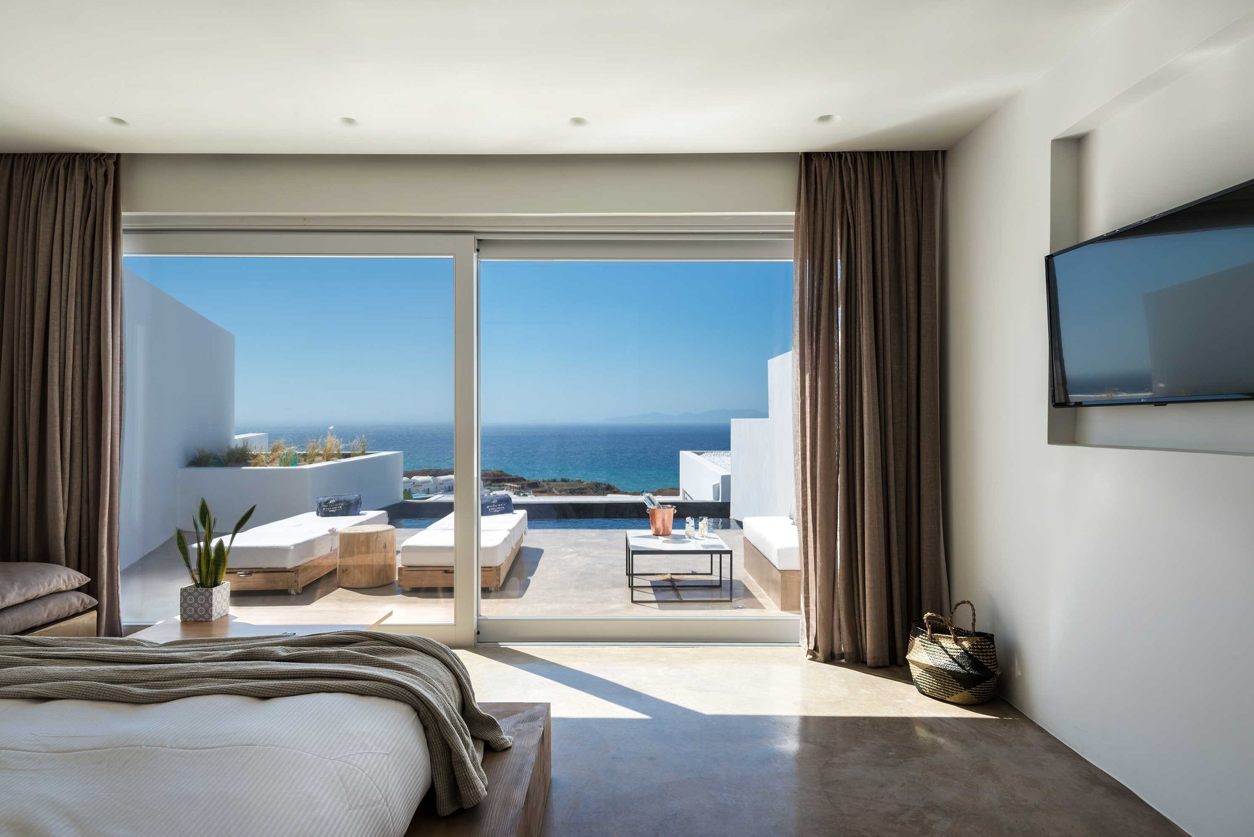 Andronis Arcadia Luxury Suites in Oia Santorini.jpg