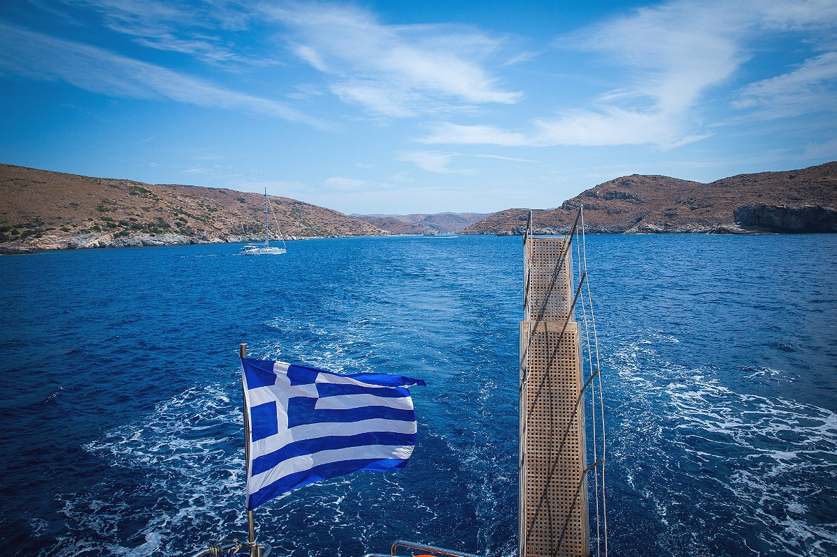 Island+hopping+in+the+Cyclades.jpg