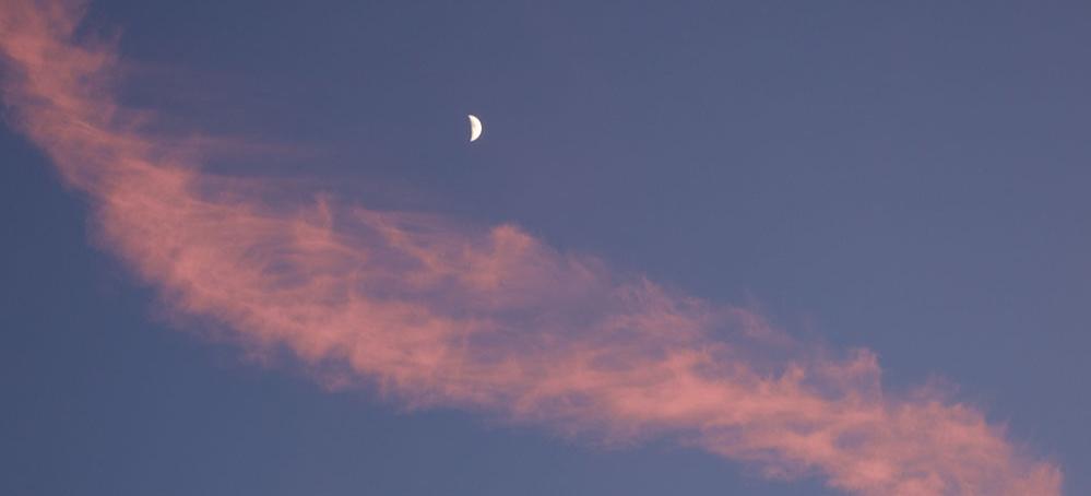 Quarter+Moon+%26+Cirrus+Clouds.jpg