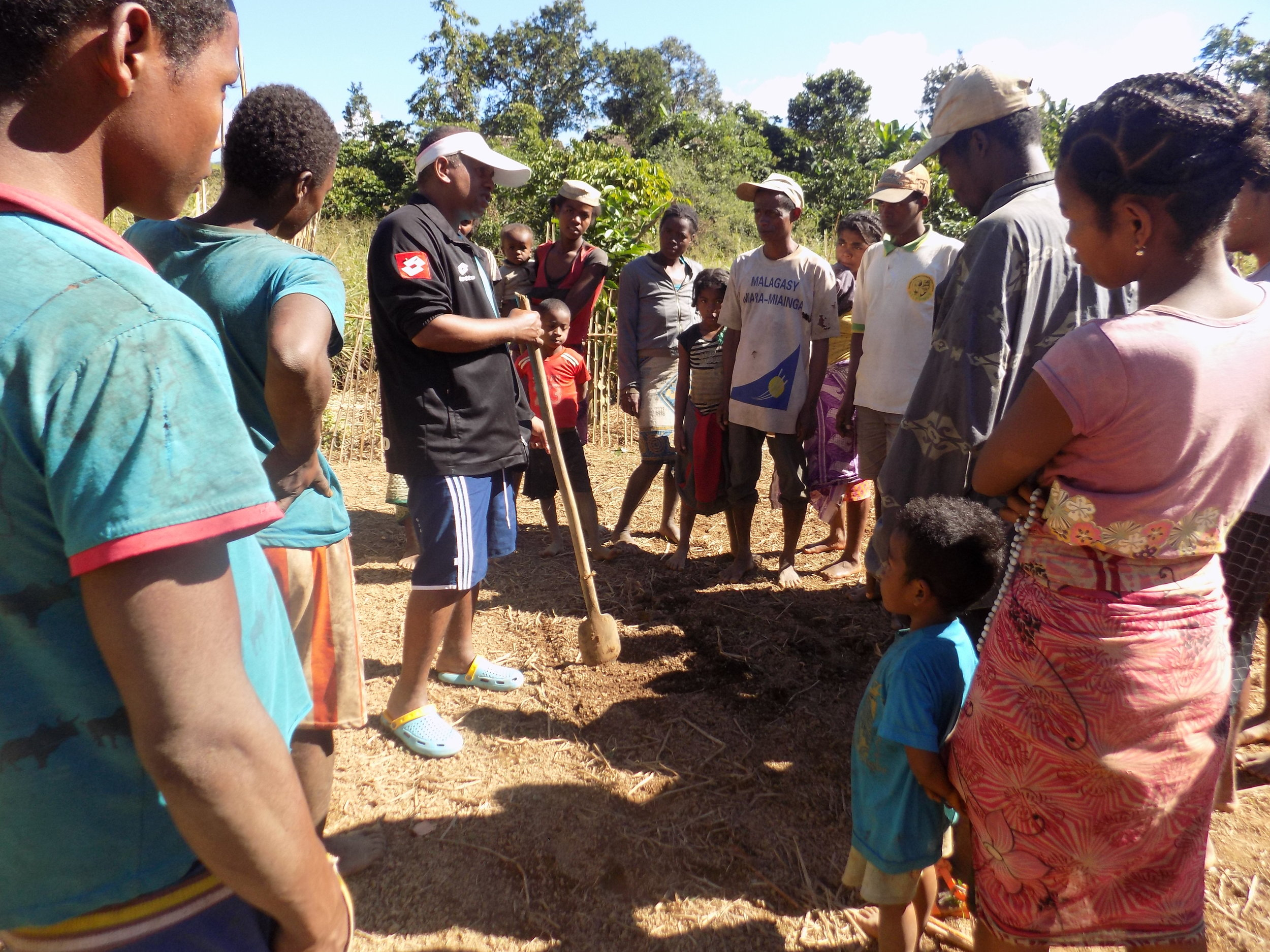 Training in market gardening practices at Volotara