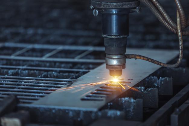 cnc-corte-laser-metal-moderna-tecnologia-industrial-pequena-profundidad-campo_61243-194.jpg