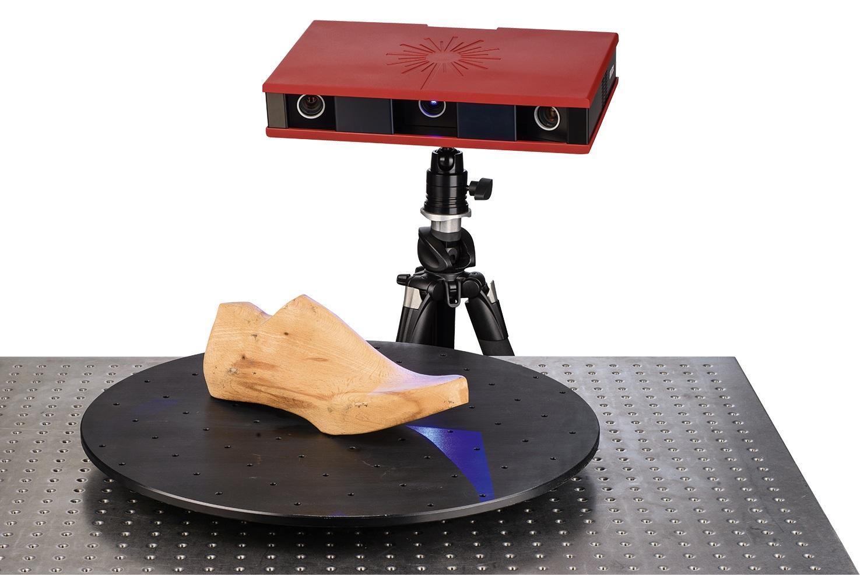 Posicionamiento del sensor y medición - El sensor de Atos se posiciona libremente, manual o automáticamente, y se mueve para explorar áreas no capturadas. Todo se transforma en un sistema de coordenadas que da lugar a una nube de puntos 3D.