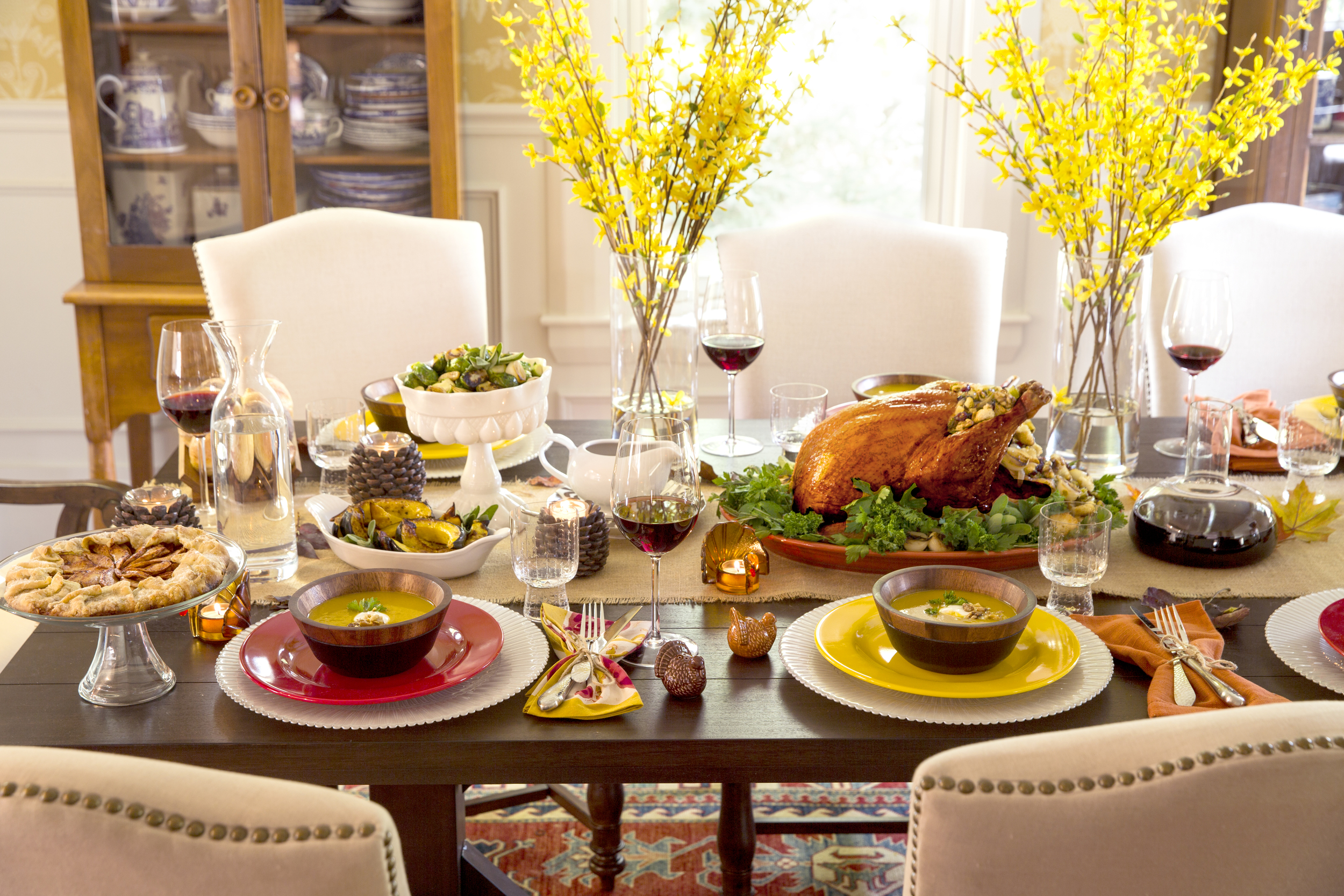 thanksgiving_table_decorating_ideas__tips_for_decorating_and_setting_your_thanksgiving_table___catie.jpg