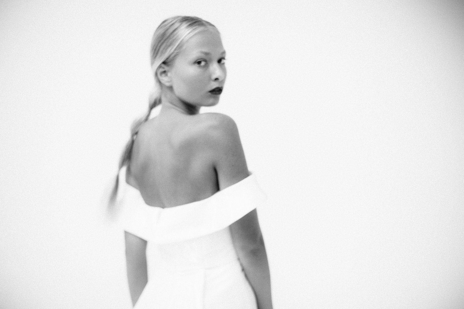 Paige-Newton-Photography-Modern-Bridal-Casey-Tanswell.jpg