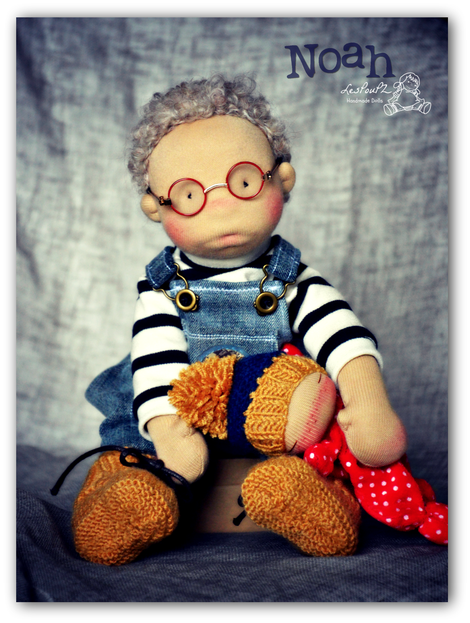 Noah is a Petit Pois boy doll. He's 12 inches (30cm).