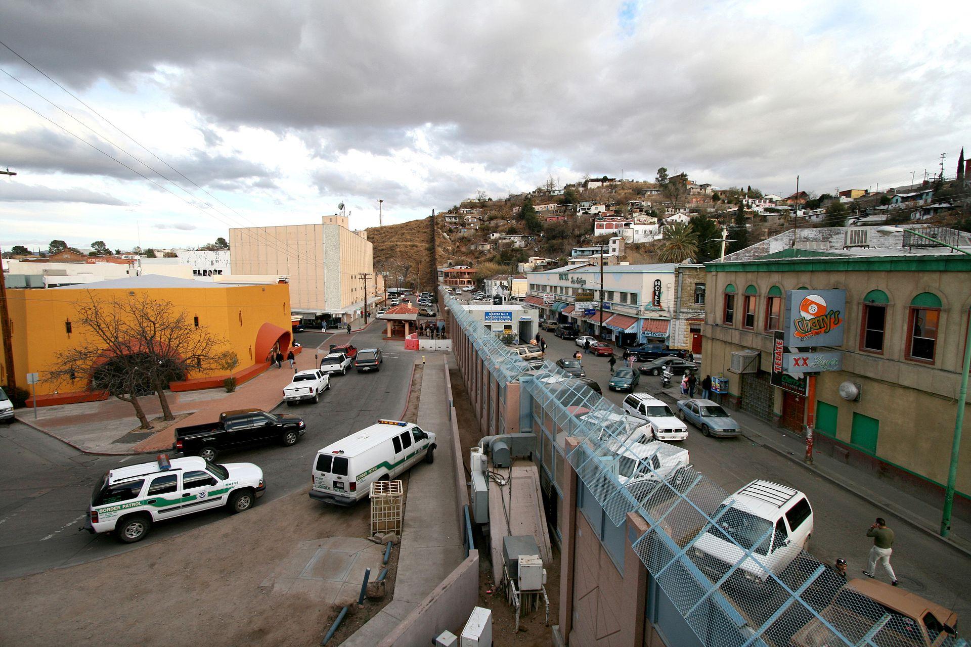 Mexican-American_border_at_Nogales.jpg