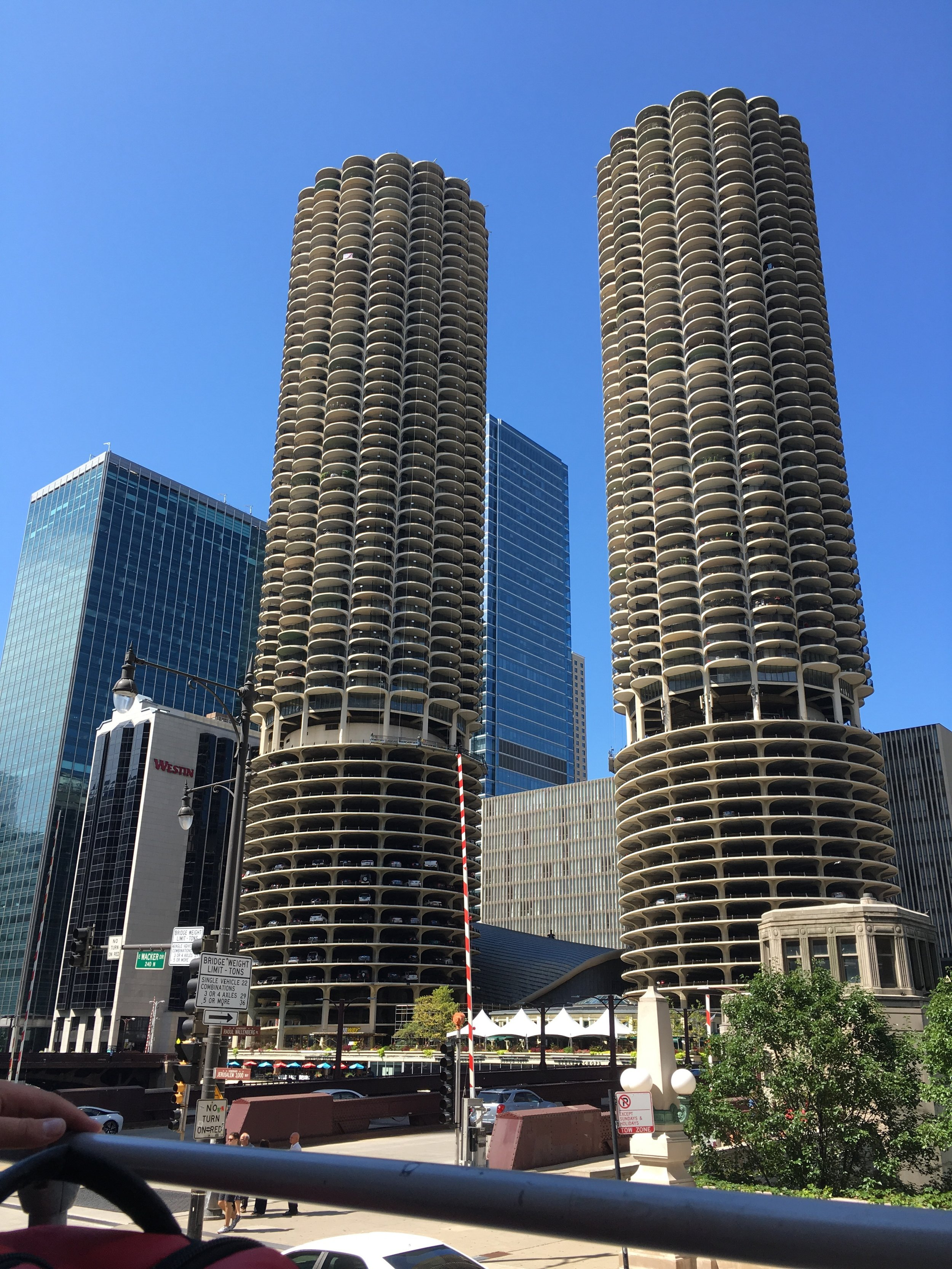 That damn Marina City! (Timmi had been racking her brain trying to remember the name of it before the tour guide clued us in!)