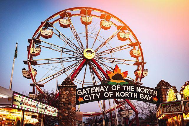A little Ferris Wheel Fun! . . . #tnbphotocontest #tourismnorthbay  #discoveron #a7riii #northbay #sonyimages #resourcemag #travelcanada #northbayontario #pureontario #sigma35mmart #earthpix #sunset_madness #gf_canada #northernontario  #keepitwild  #keepexploring #festival #earthpix #midway #sunsetsofcanada #ferriswheel #lifeofadventure #seekthetrails #letsgosomewhere #ig_photostars #ig_mirrorless #ig_northbay