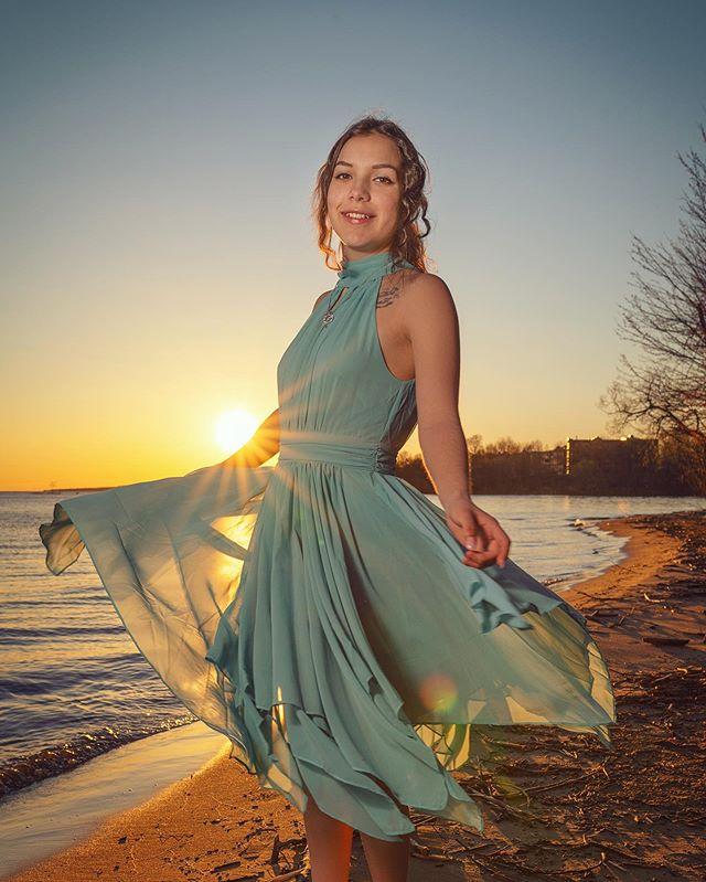 Sunset dancin with @veronica.10116 💃 . . . . . . . #beachmodel #portrait_mf #resourcemag #sonyimages #sigmaart35mm #a7riii  #beachmodel #vscoportrait #discoverportrait #portraitphotography #profile_vision #seekingthestars #sunsetdance #folkcreative  #ig_photostars #instagram #postthepeople #makeportraitsnotwar #northbayphotographer #ourmoodydays #canadiansunset #portrait_perfection #sunsetsofcanada #portraitkiller #northbayontario #sonyportraits #dopeports #xelfies #portraittalents @dopeports @sonyportraits @portraits_mf @portraitphotoawards @earth_portraits @moodyports @instagram
