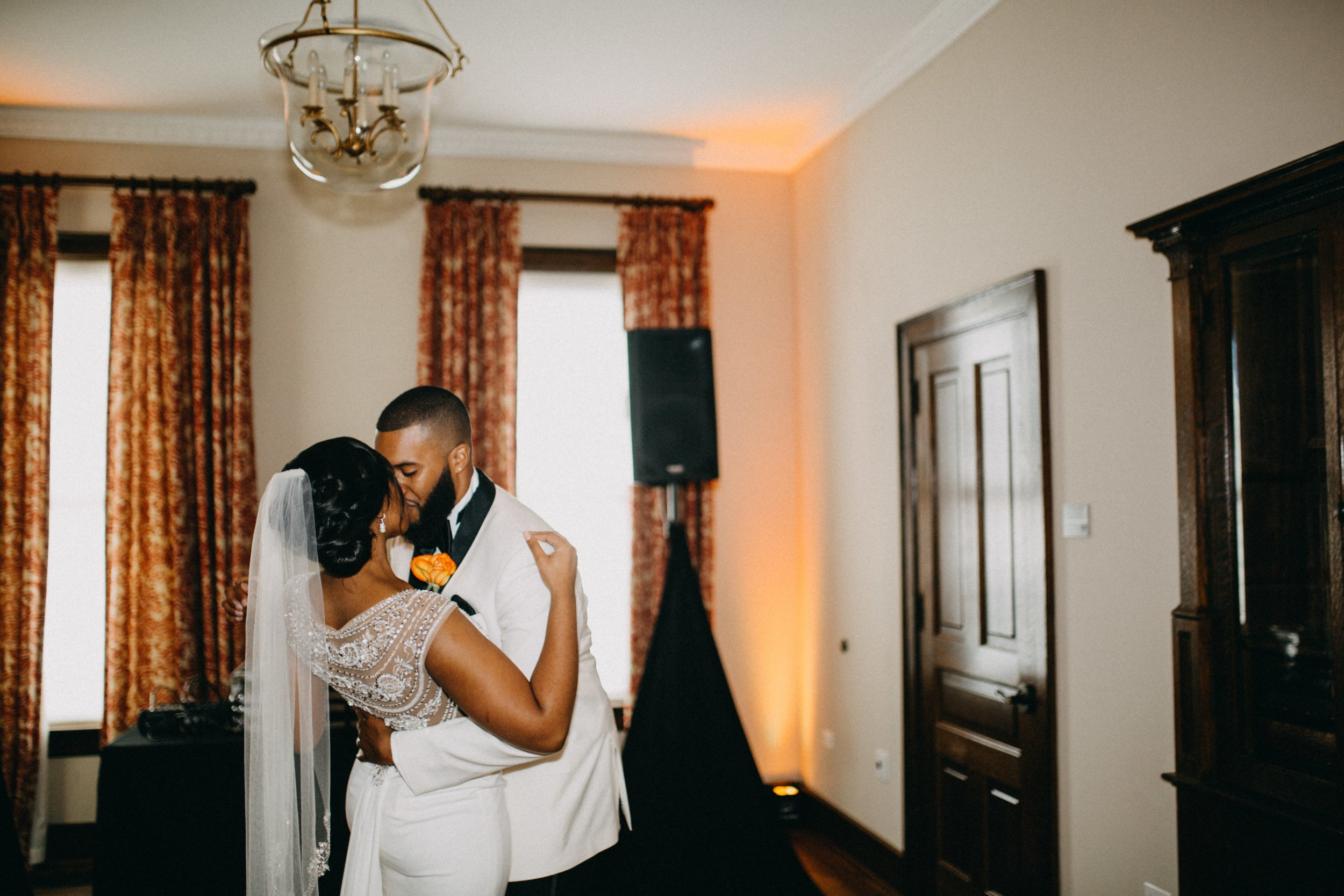 Who said that the bride and groom can't have an intimate first dance alone? How romantic!