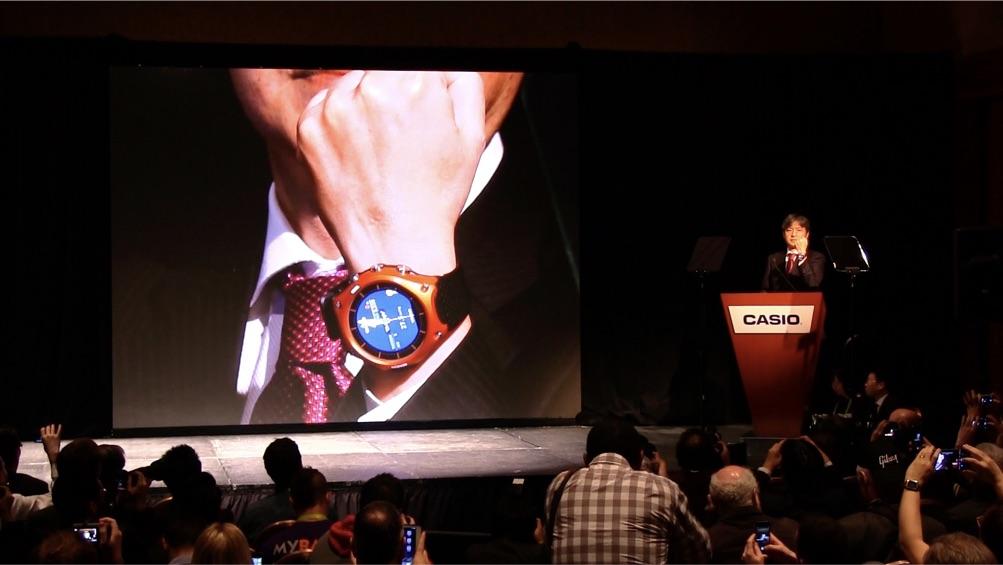 """CASIOのプレスカンファレンスでは、""""スマート・アウトドア・ウォッチ"""" WSD-F10が発表された。"""