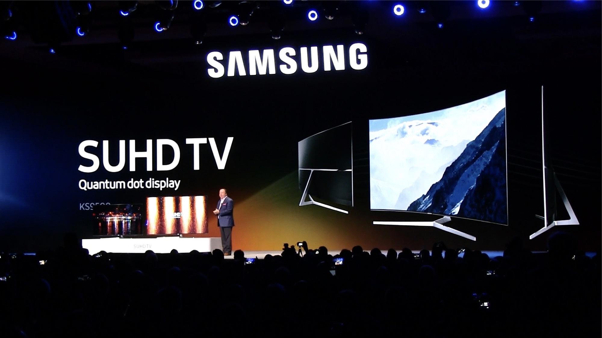 SAMSUNGのプレスカンファレンス。クオンタム・ドット・テクノロジーを採用したSUHDテレビや、内蔵カメラで常時内容が把握できる冷蔵庫など、様々な家電製品が発表され、注目が集まった。