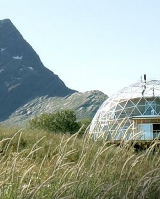 The Heart Followers : The family that lives above the Arctic Circle... in a glass bubble