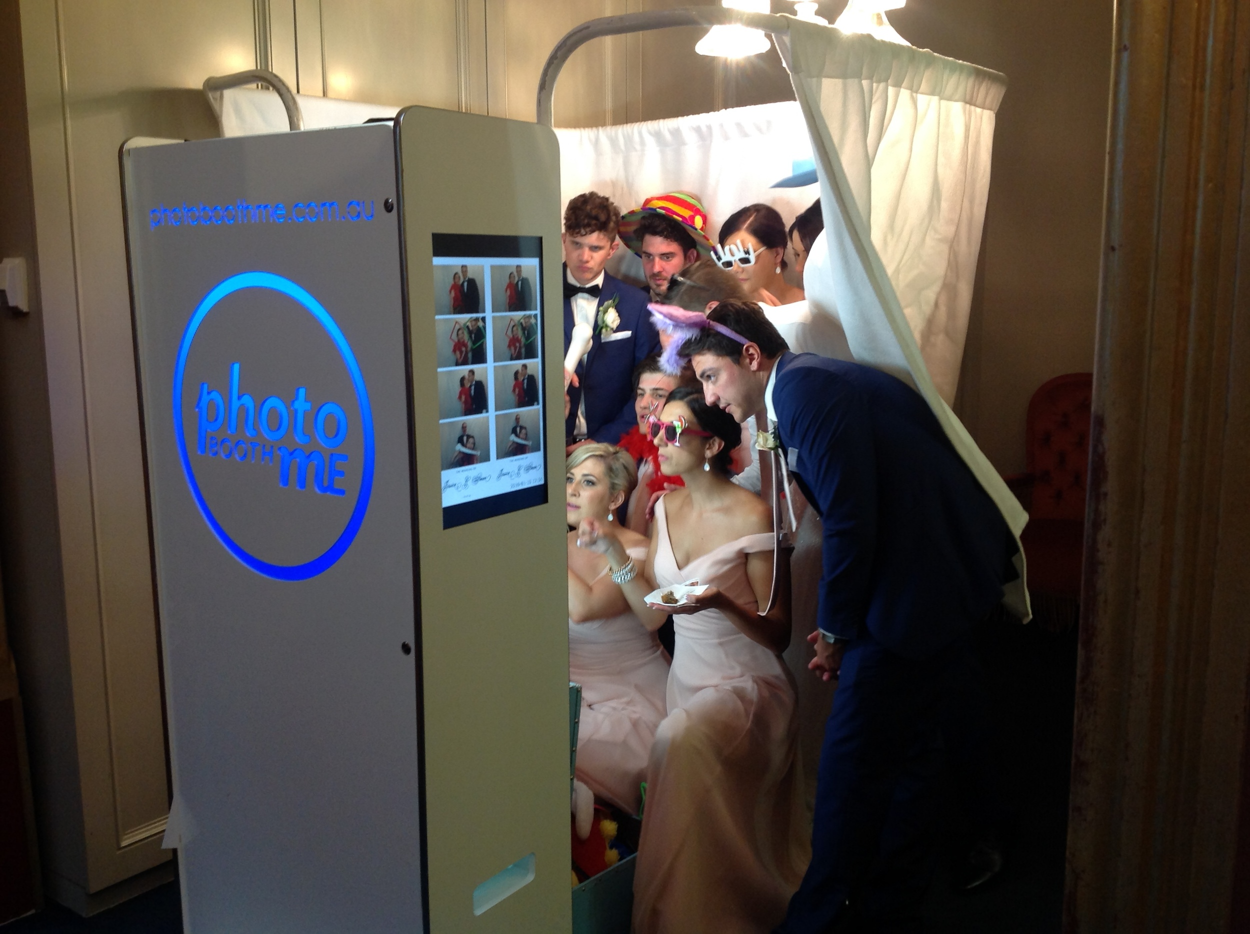 "HD photo booth in ""Studio"" configuration"
