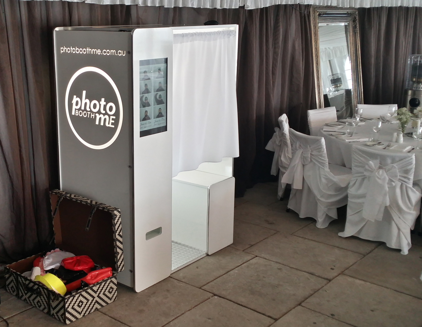 HD Enclosed Booth