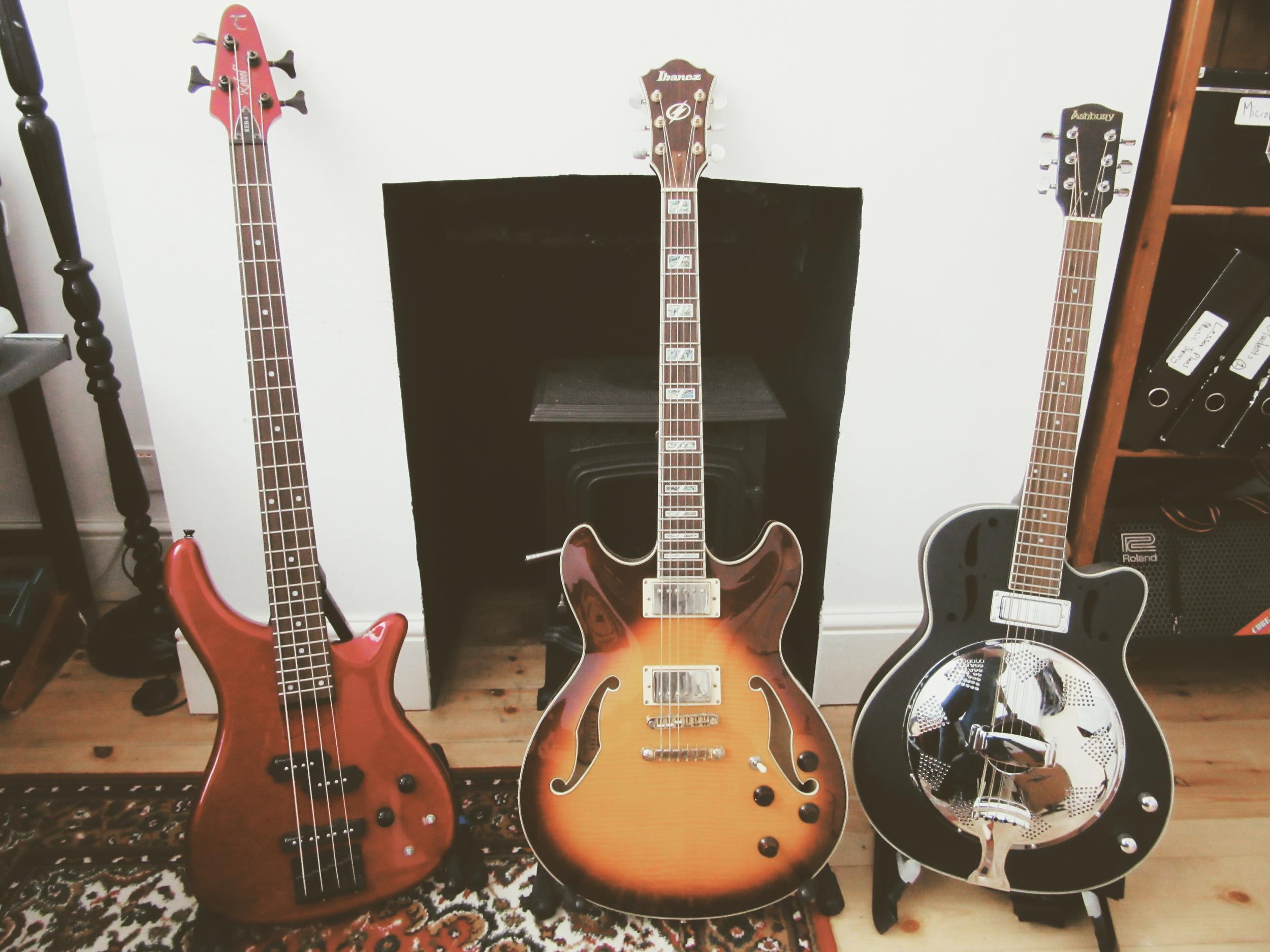 electric guitar bass.jpeg