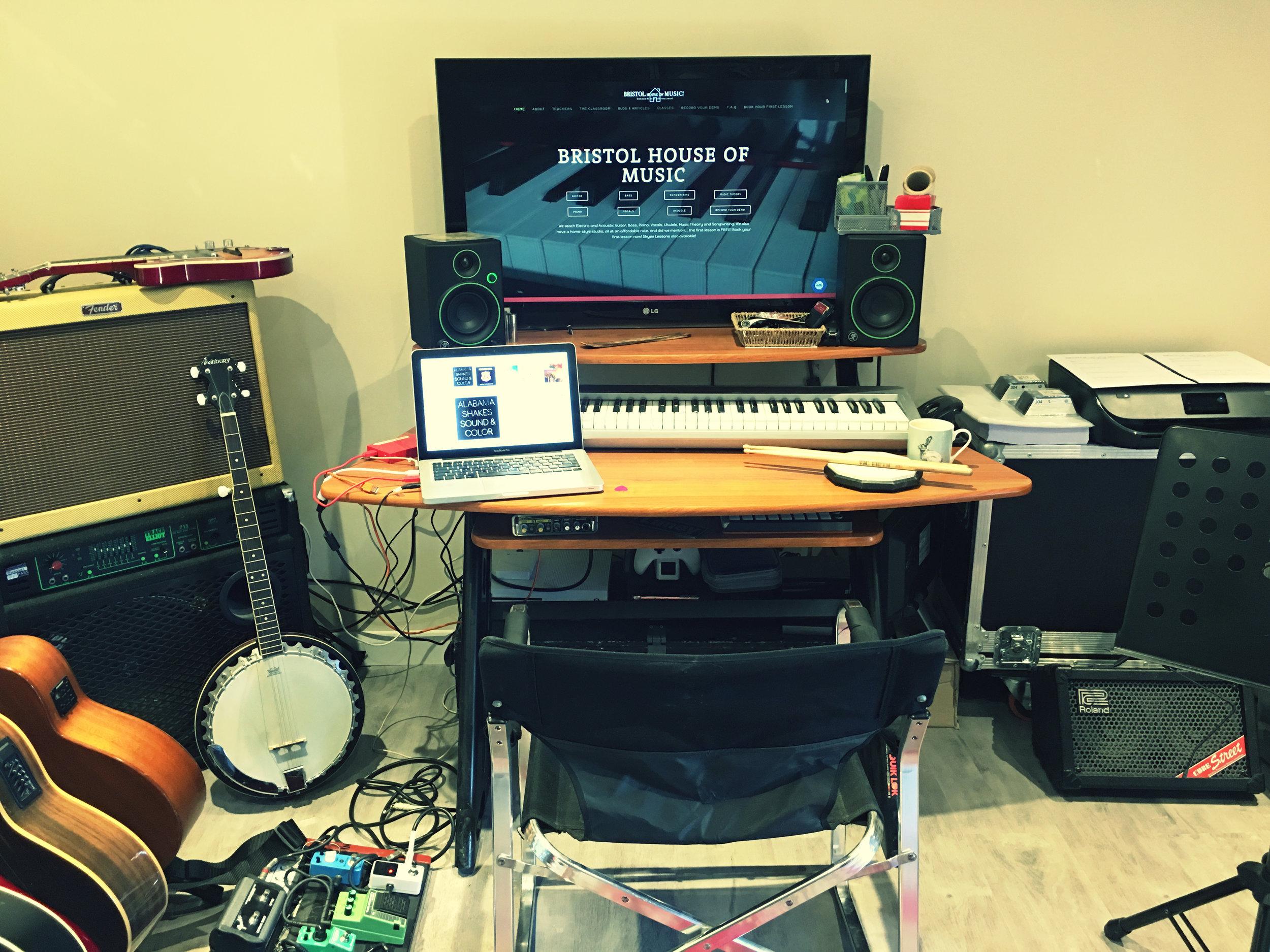 studio 4 - desk.jpeg