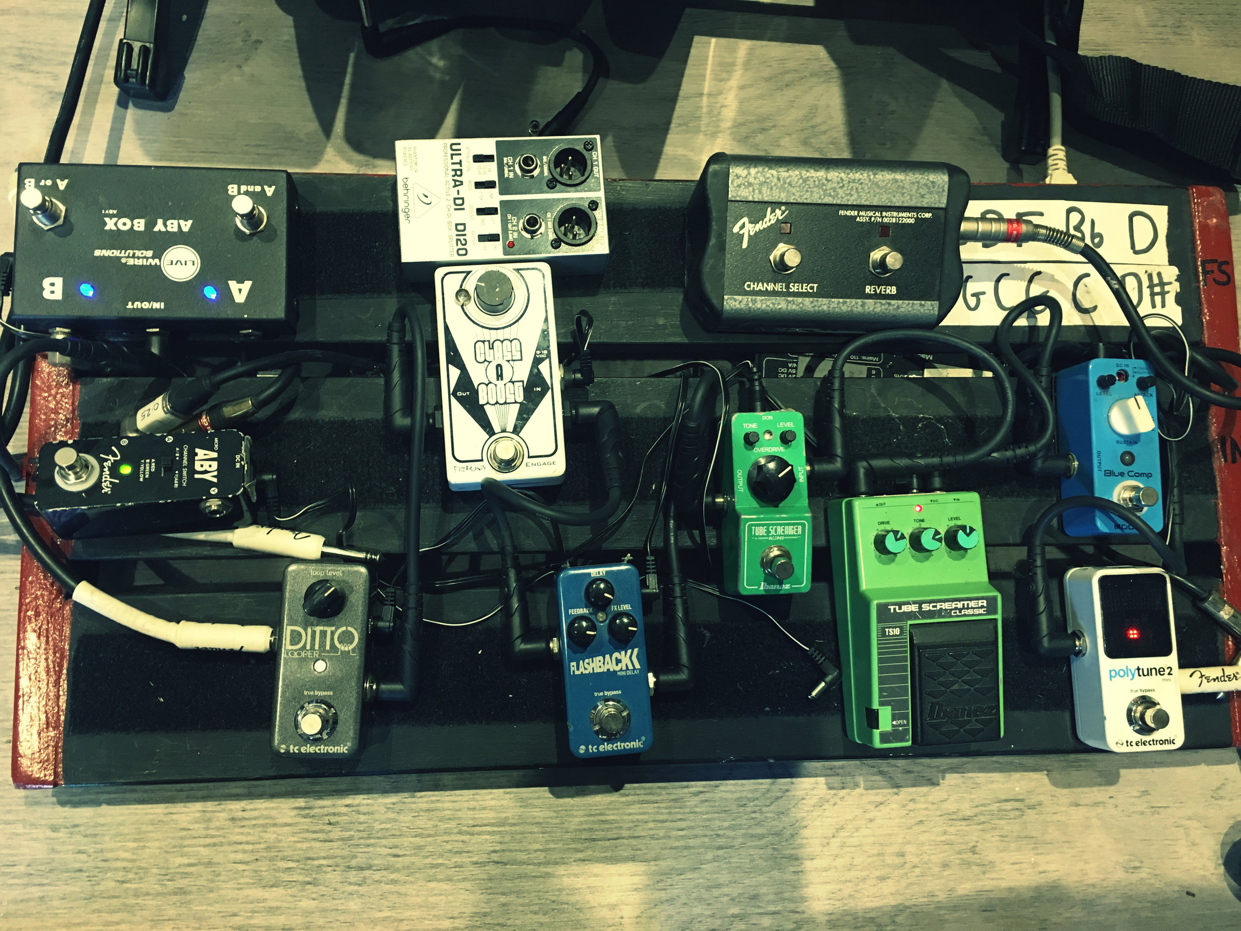 From left to right; LiveWire ABY Switcher, Fender ABY Switcher, TC Electronic Ditto Looper, Behringer Ultra DI, Pigtronix Class A Booster, TC Electronic Flashback Delay, Fender Hot Rod Amp Switcher, Ibanez Tube Screamer Mini, Ibanez TS10 Tube Screamer Classic, Mooer Blue Compressor, Polytune2 Mini Pedal