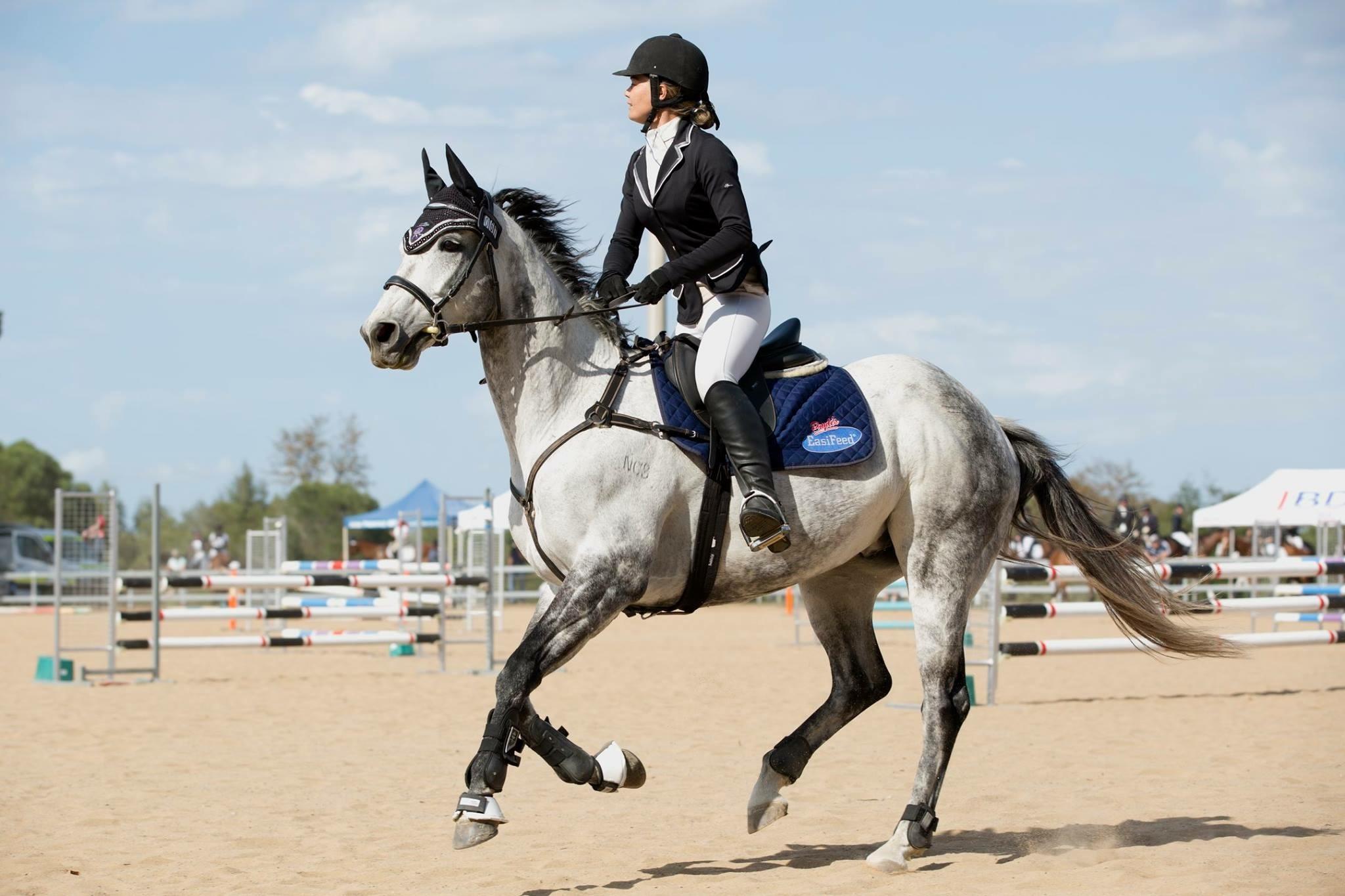 Sandi-Leigh Norris Pryde's EasiFeed Sponsored Rider