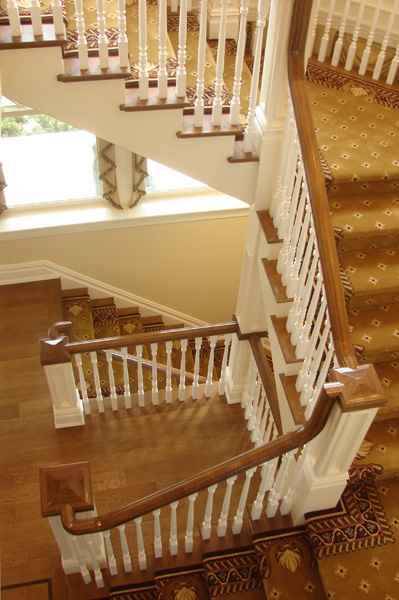cove-neck-stairs-spindles-carpet-runner.jpg