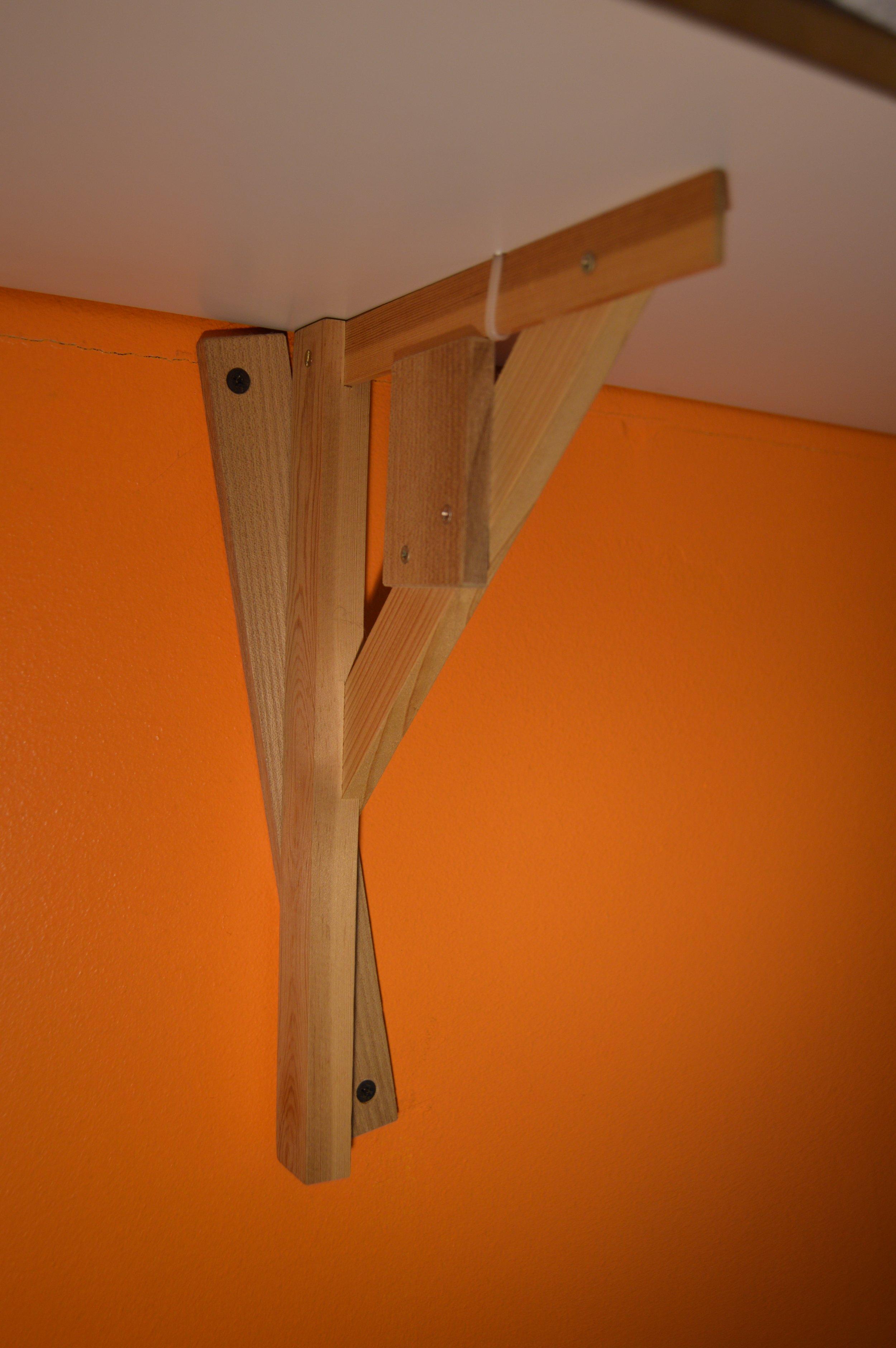 Både hyllplan och konsoller går att bygga av befintligt material hemma, här gjort av Andreas Nobel. Foto Andreas Nobel