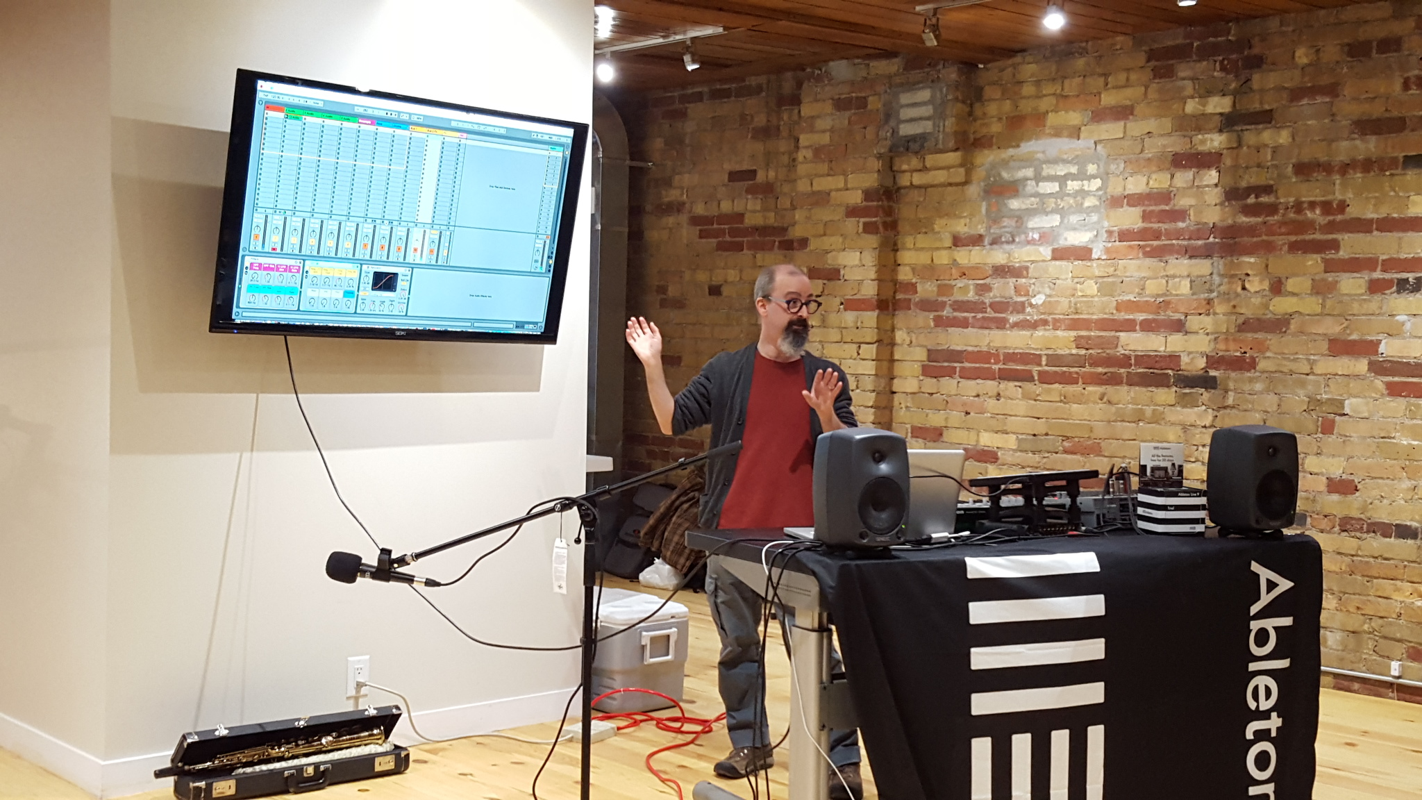 Giving a presentation on my Live improvisation template to the Toronto Ableton Live Users Group, at Saved By Technology - 2016-04-11 (photo by Heidi Chan)