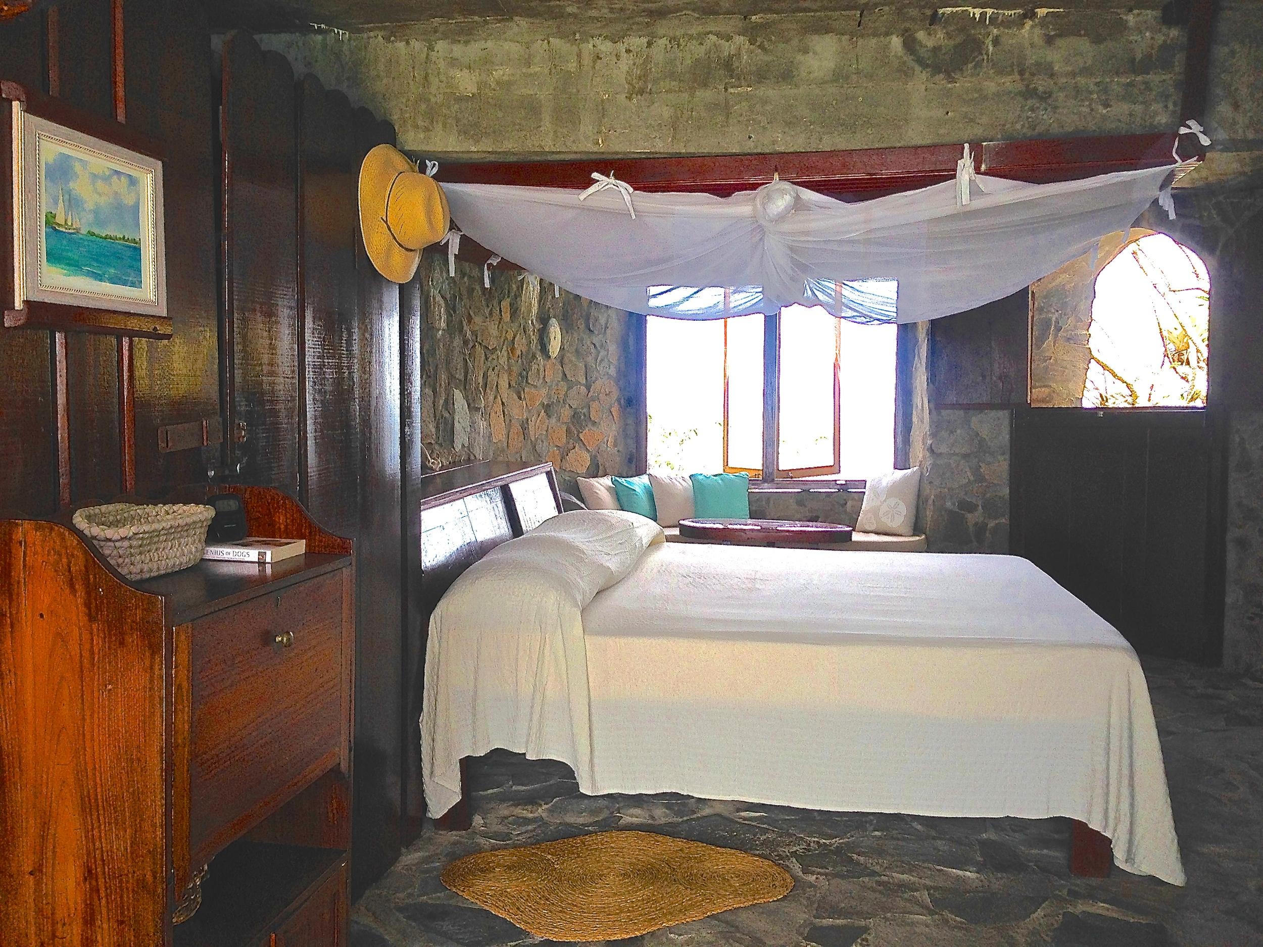 Agnew Hall Master bedroom 2.jpg