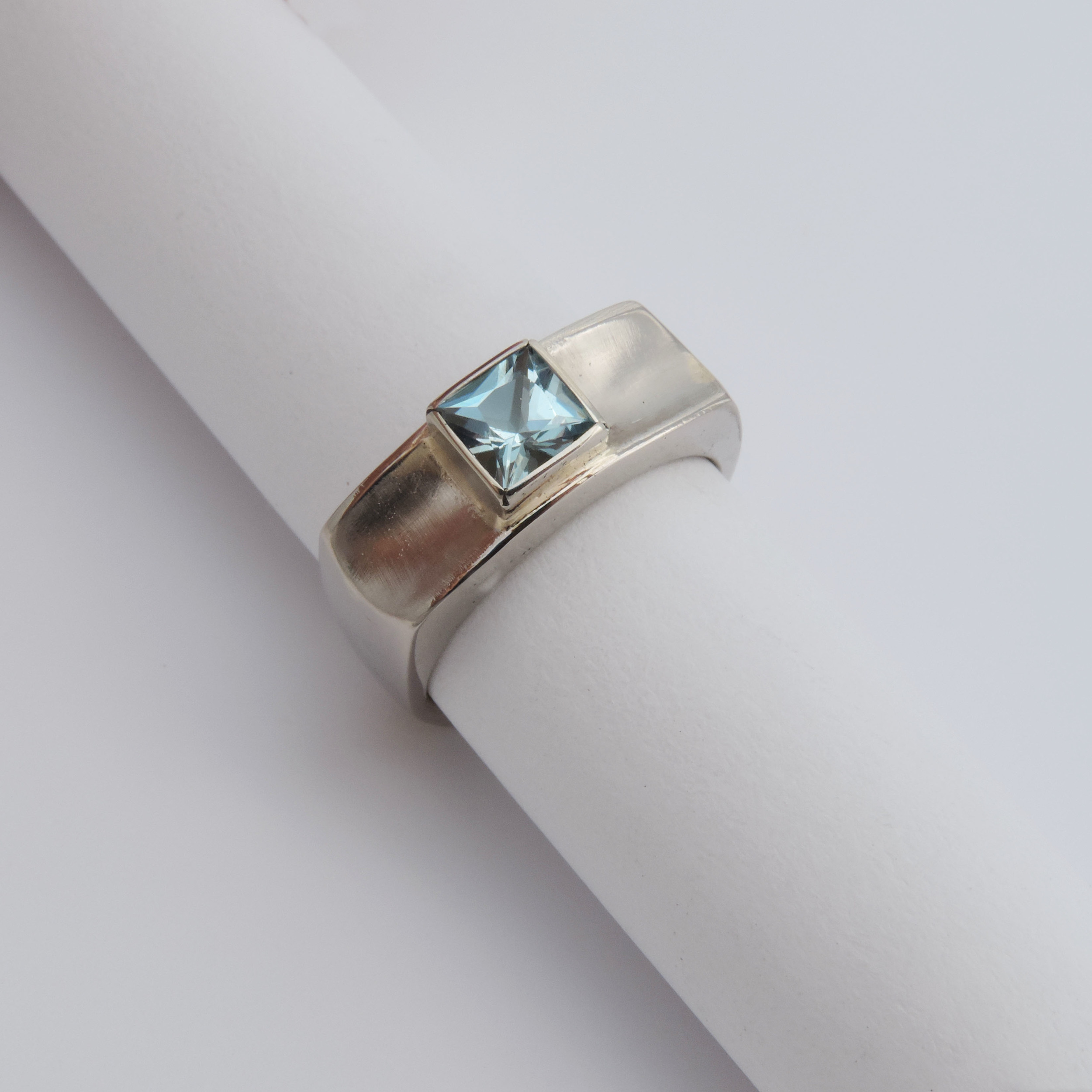 14k white gold , princess cut aquamarine