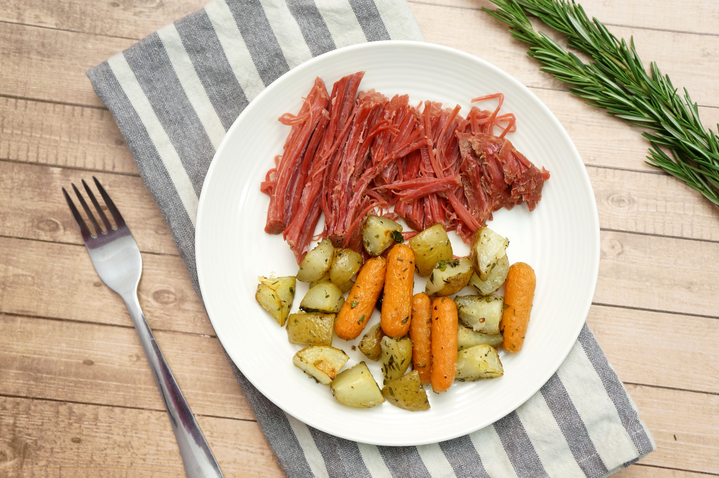 thegirlcaneat-corned-beef-potatoes-carrots-1