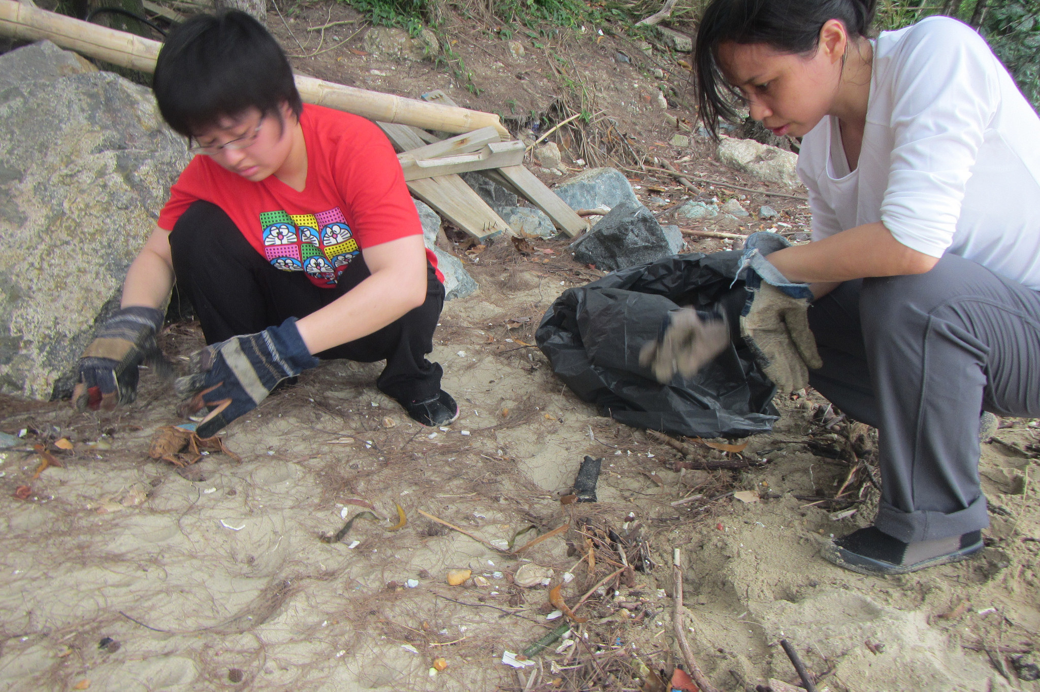 Singapore - Tanah Merah Beach - 1.3-volunteers.jpg