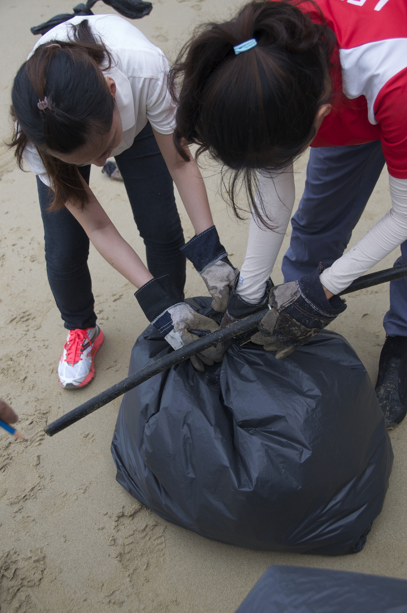 Singapore - Tanah Merah Beach - 1.6-volunteers.jpg