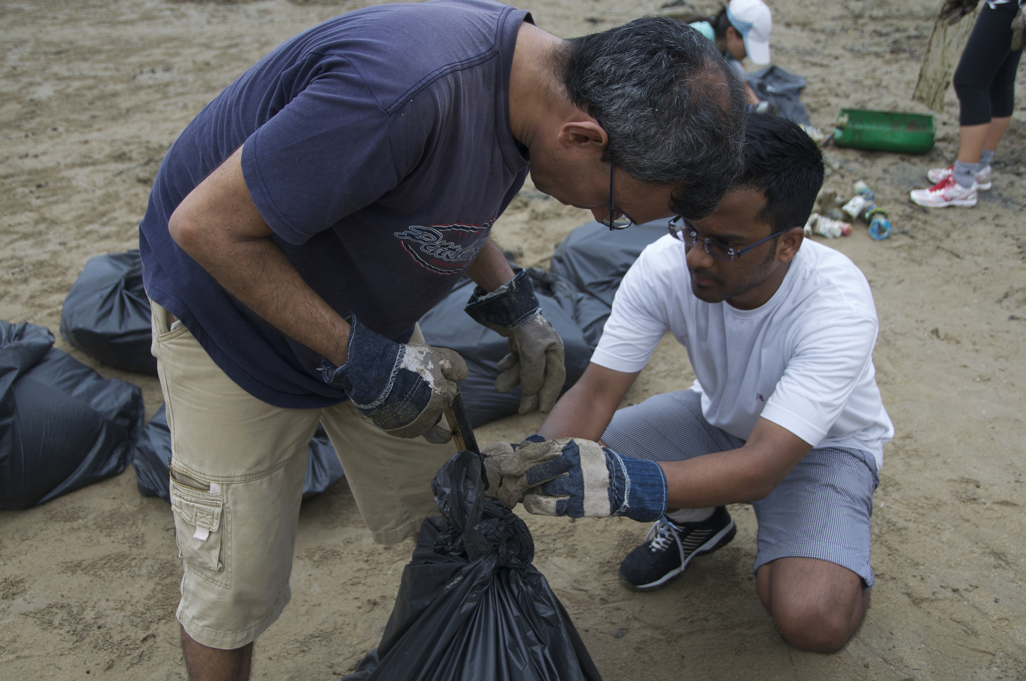 Singapore - Tanah Merah Beach - 1.7-volunteers.jpg