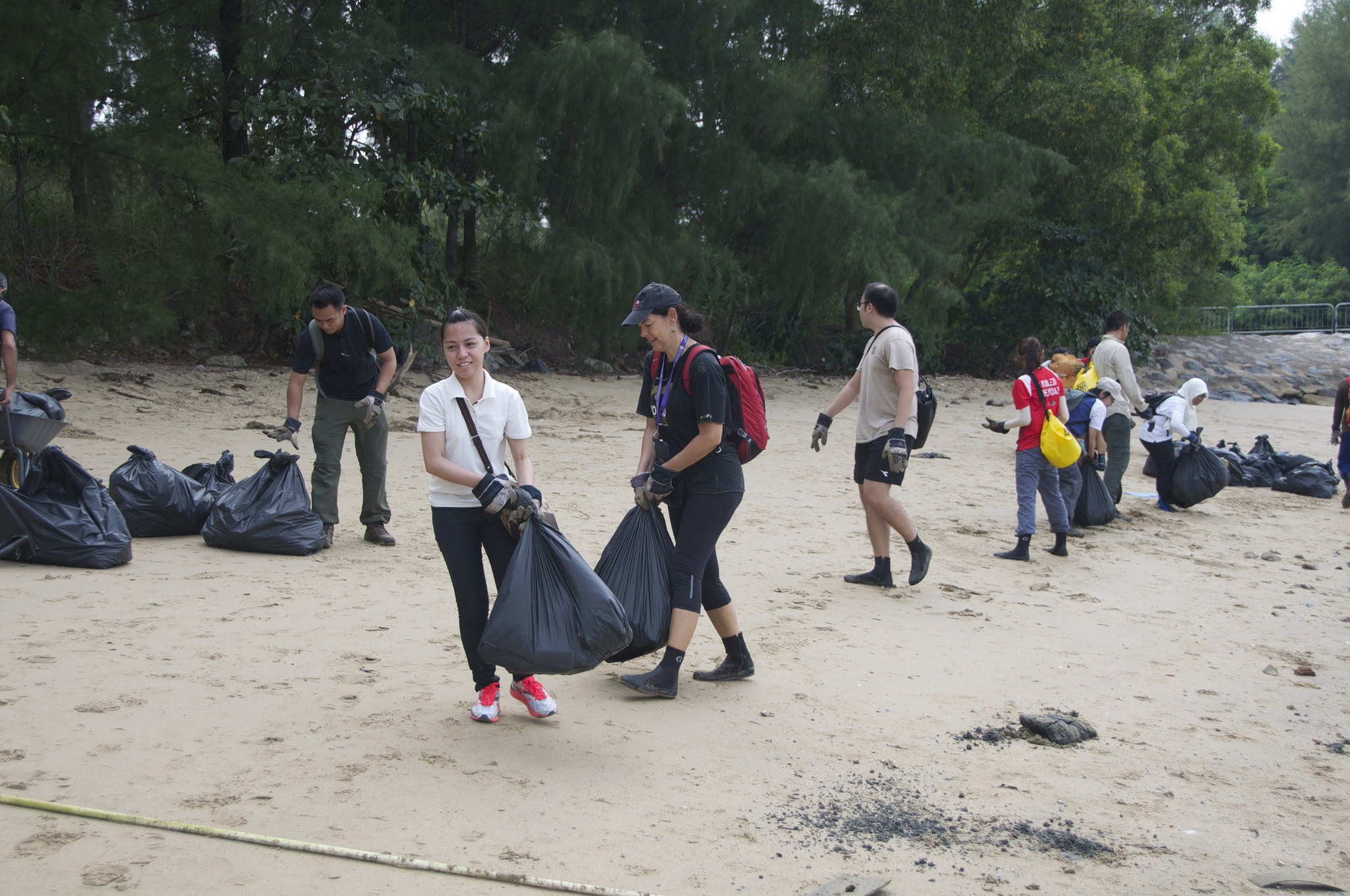 Singapore - Tanah Merah Beach - 1.10-volunteers.jpg
