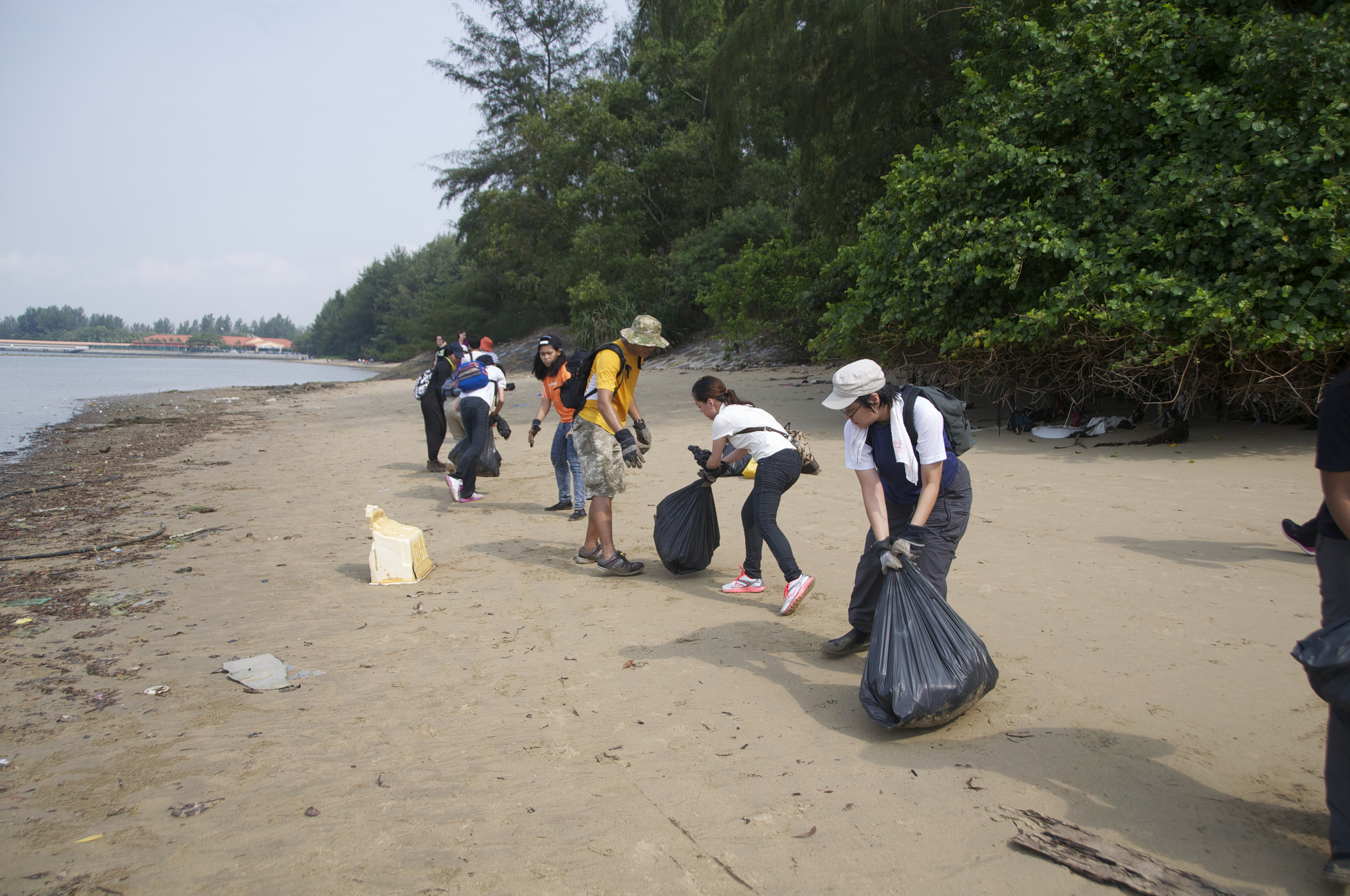 Singapore - Tanah Merah Beach - 1.12-volunteers.jpg