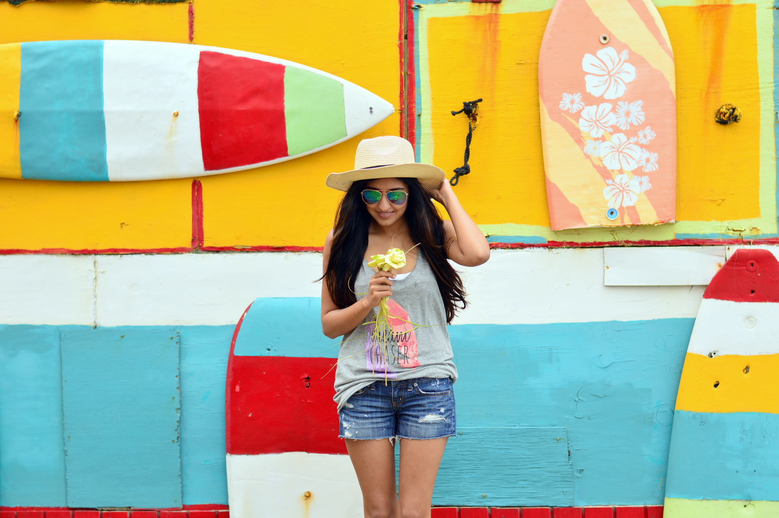 beach-vacation-outfit-graphic-tee